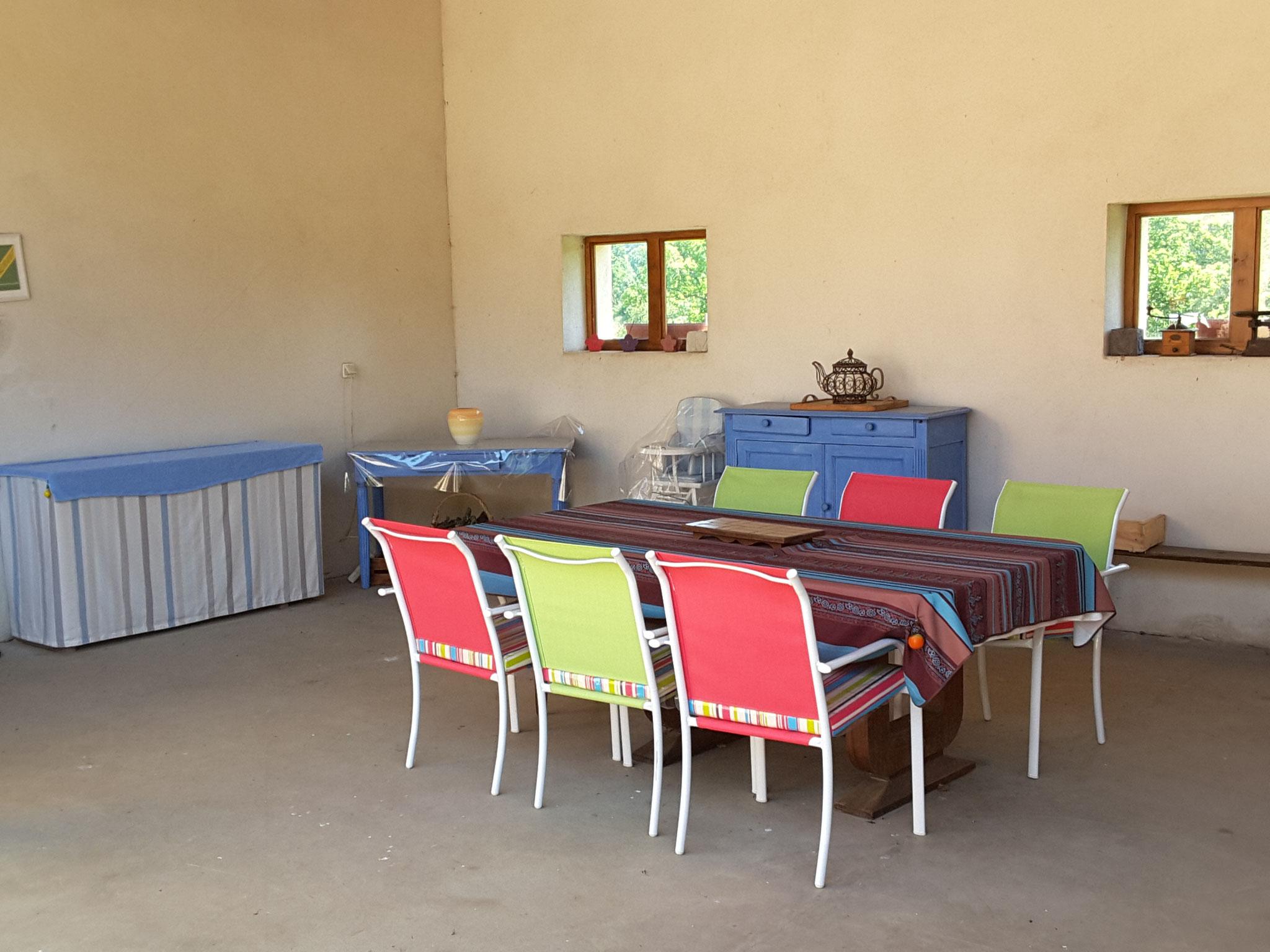 terrasse couverte pour les repas d été