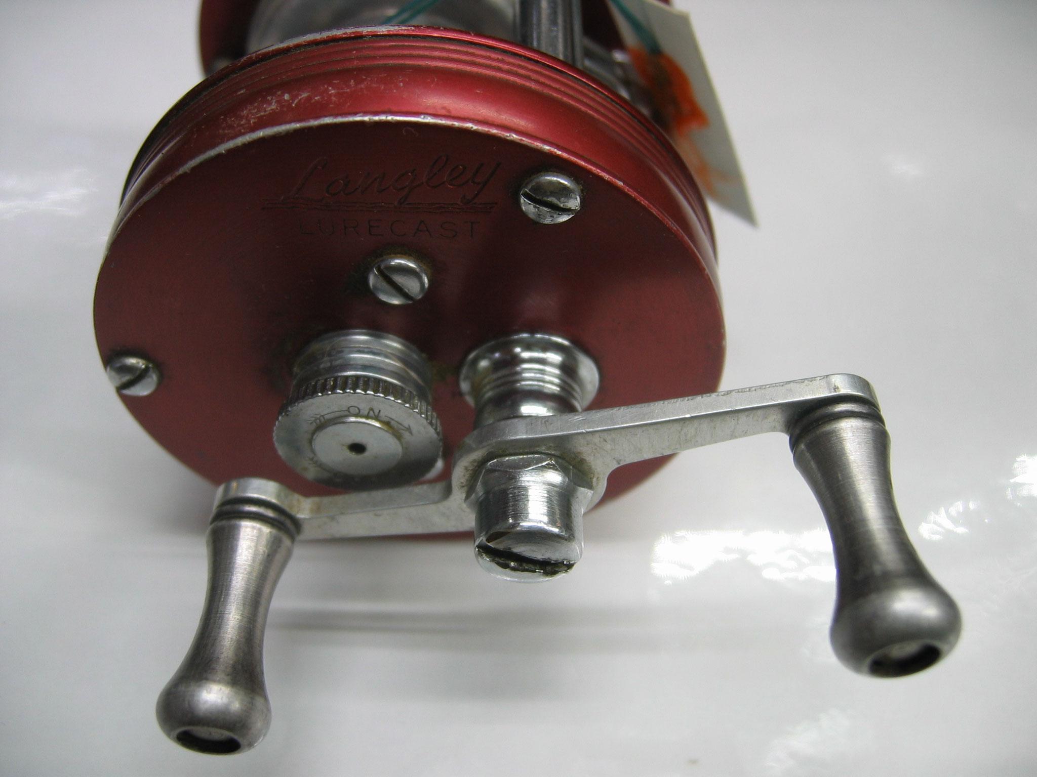 ひさびさのルアーキャスト入荷です。ハンドルノブは金属で固着ナシです。15800円
