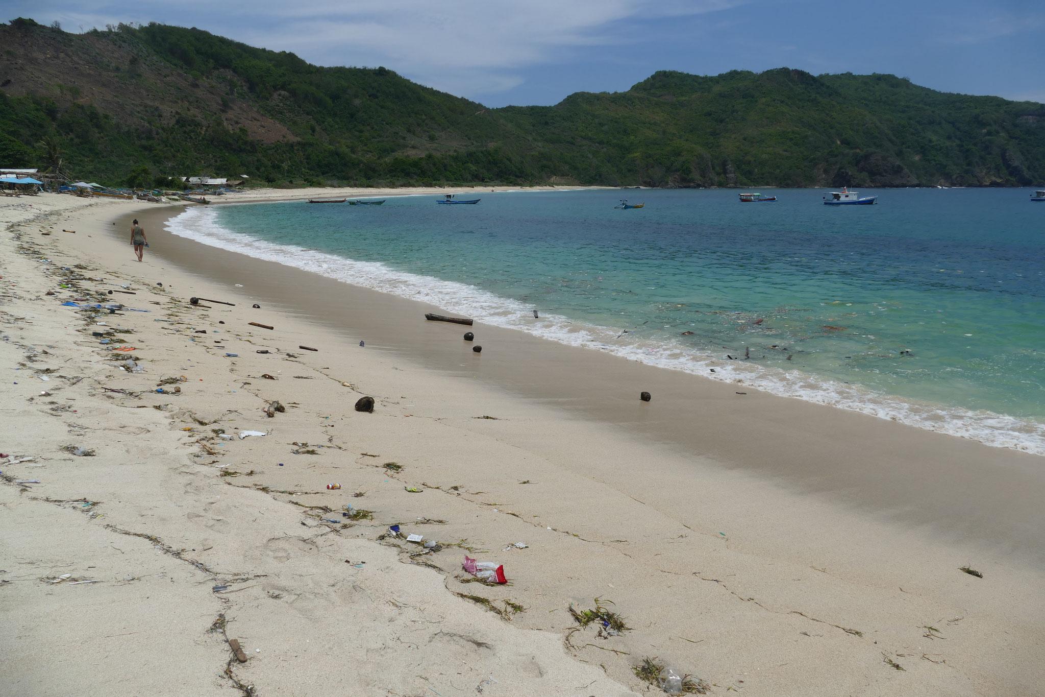 Viel Müll am Mawun Beach :-((