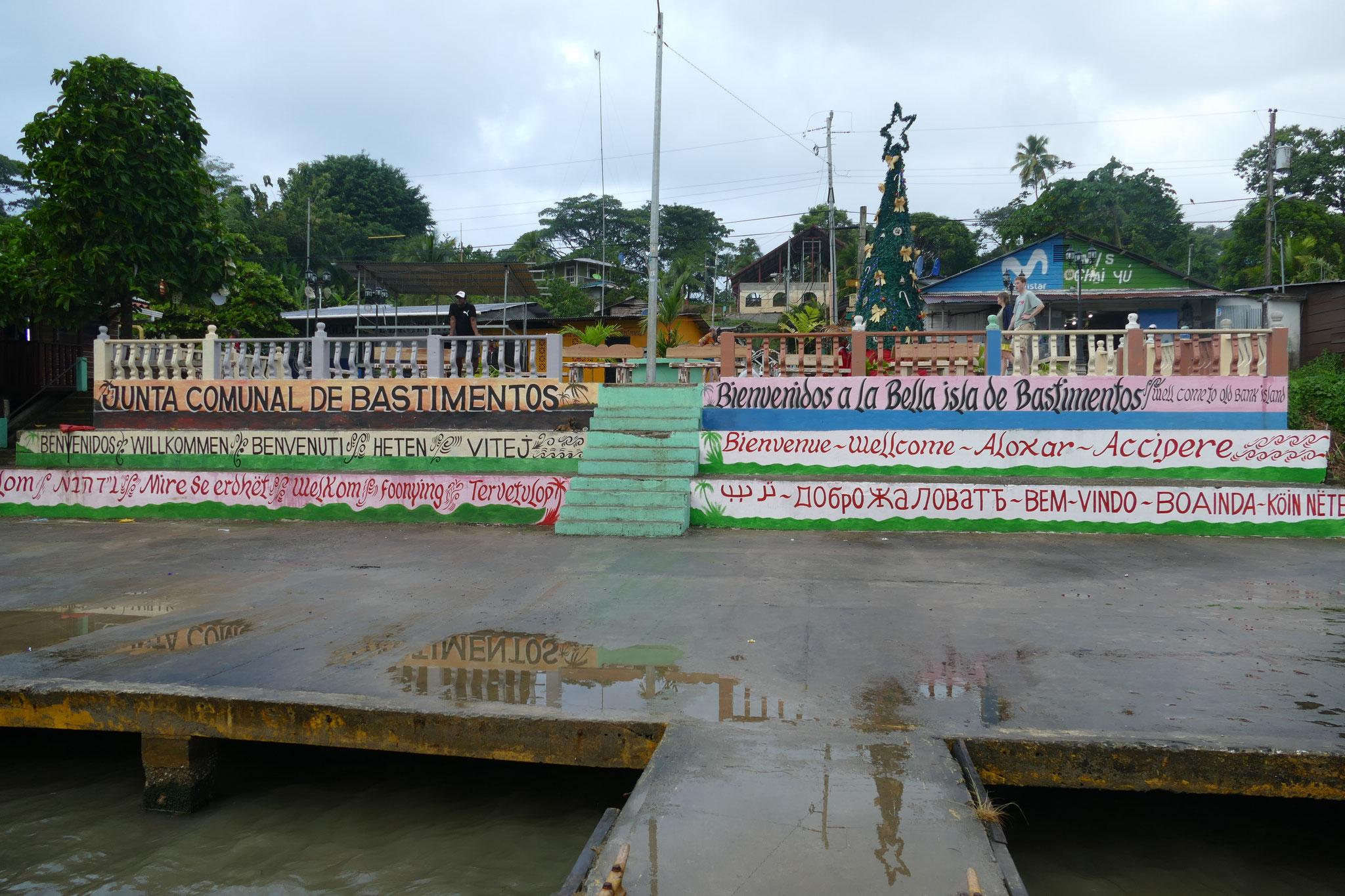 Der Hafen von Bastimentos
