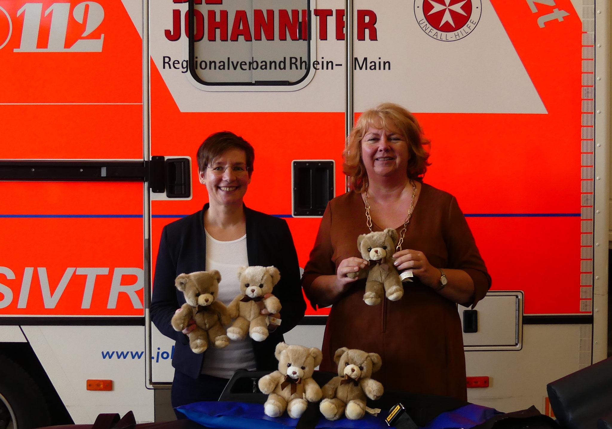 Neu dabei: Mitarbeiterinnen des Jugend-und Sozialamtes aus dem Bereich Kinder- und Jugendschutz freuen sich in diesem Jahr zum ersten Mal über die Teddys.