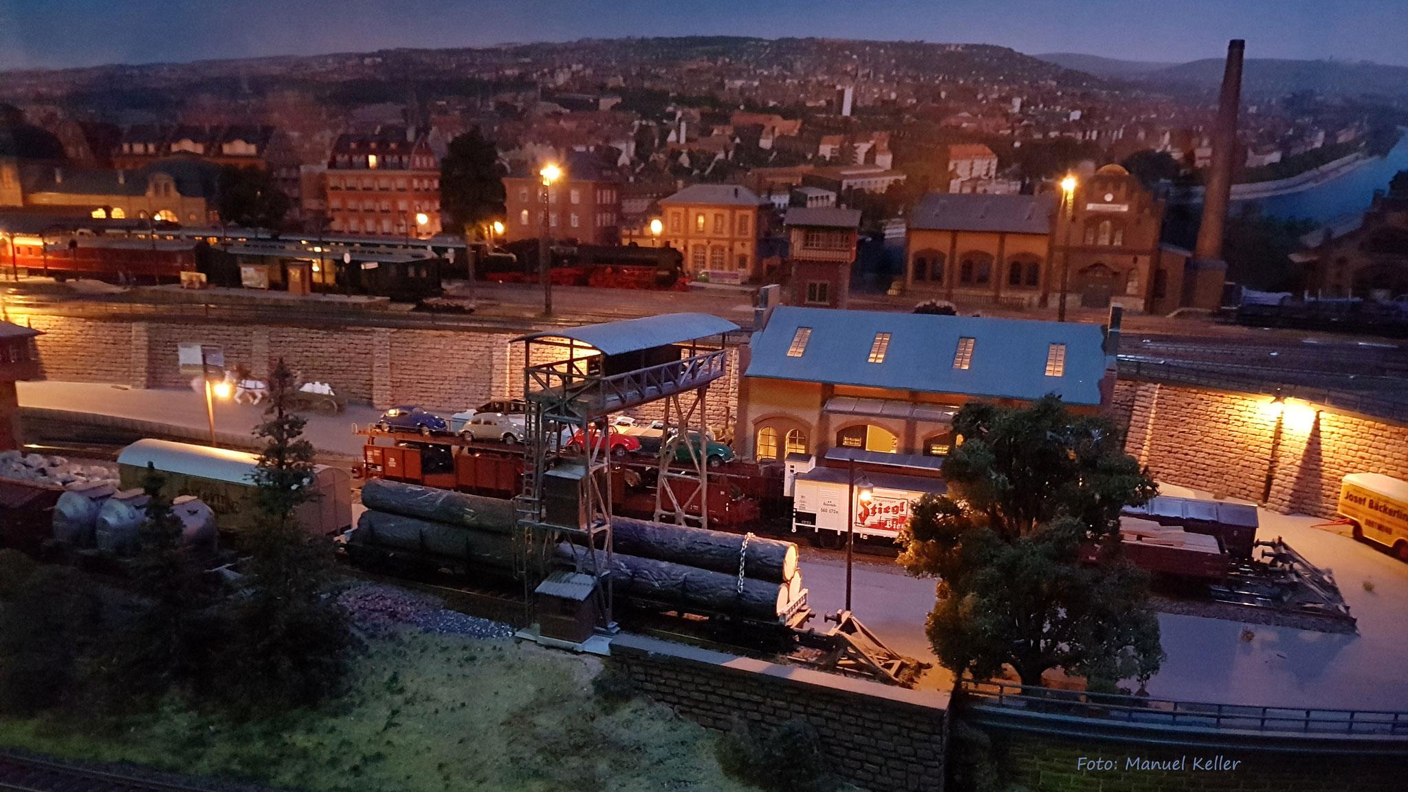 Der Güterbahnhof von BADEN-BADEN bei Nacht