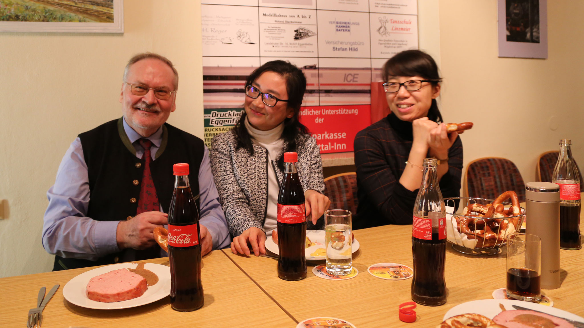 2017 Abendessen beim MEC: v.l. G. Arnold, Dolmetscherin Qiu, Delegationsleiterin Liang
