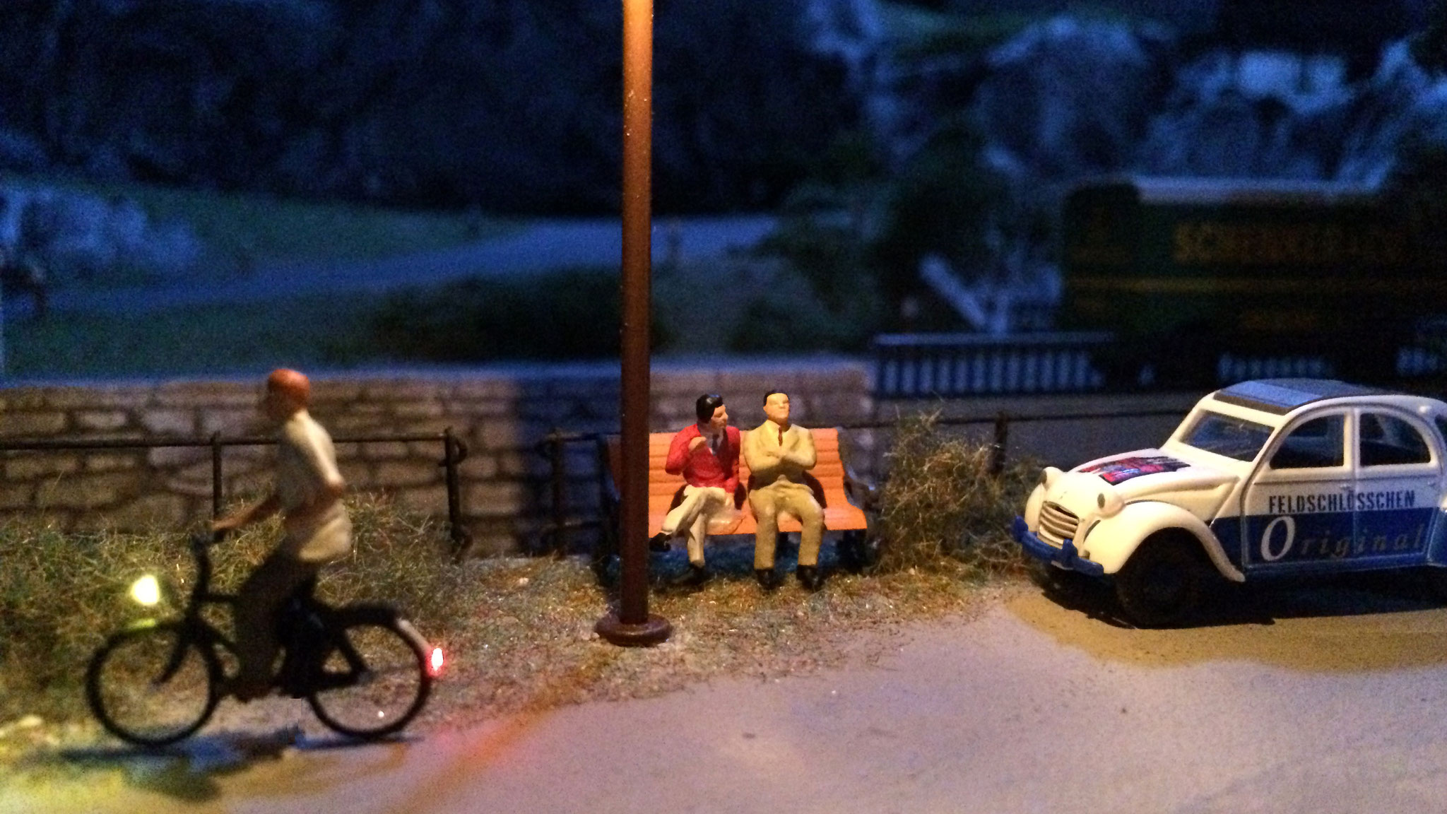 Der Huber Robert macht noch eine kleine Spazierfahrt am Abend, natürlich mit vorschriftsmäßiger Beleuchtung.