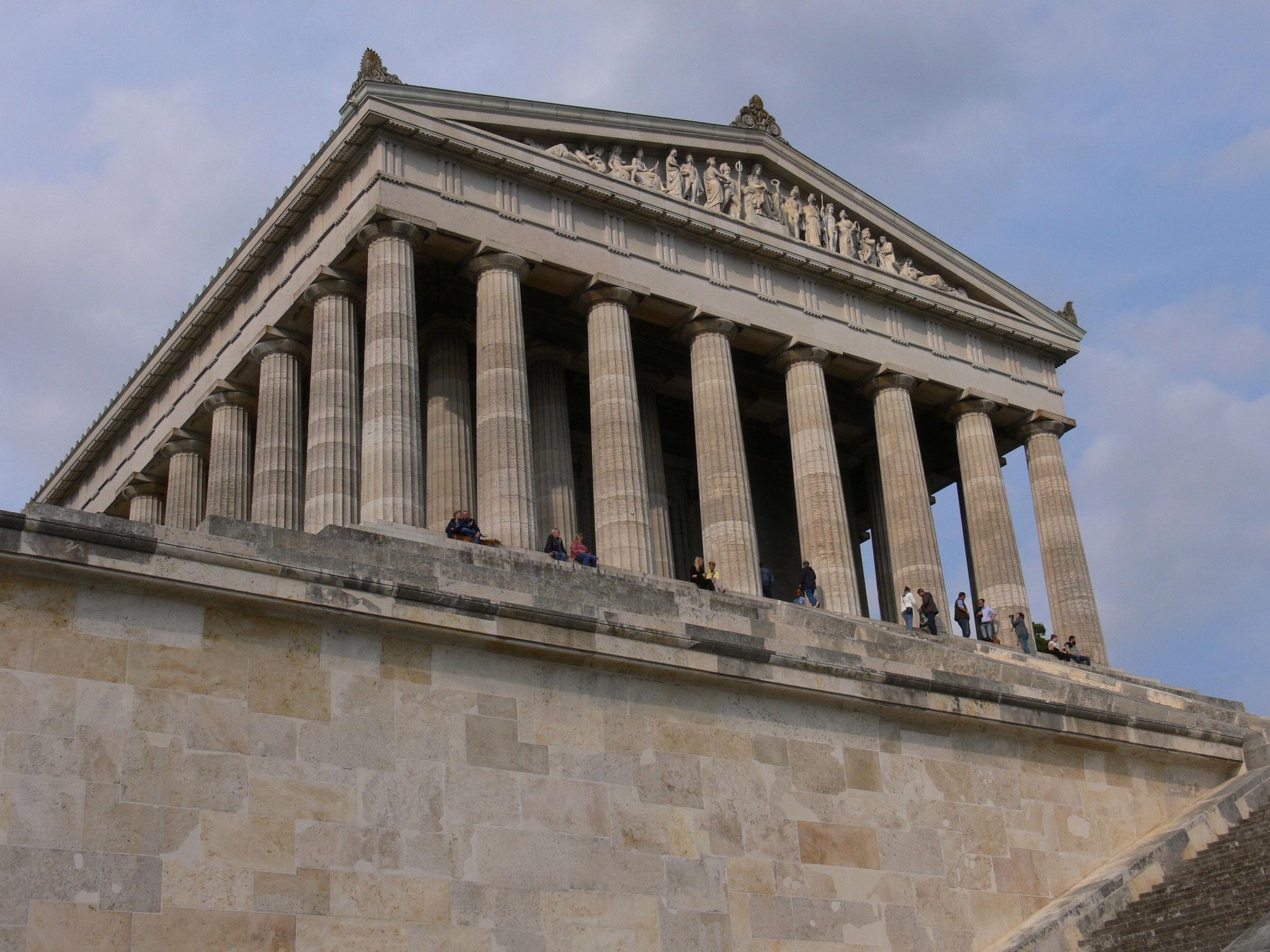 Die Walhalla in Donaustauf. Die Akropolis in Athen stand Modell.