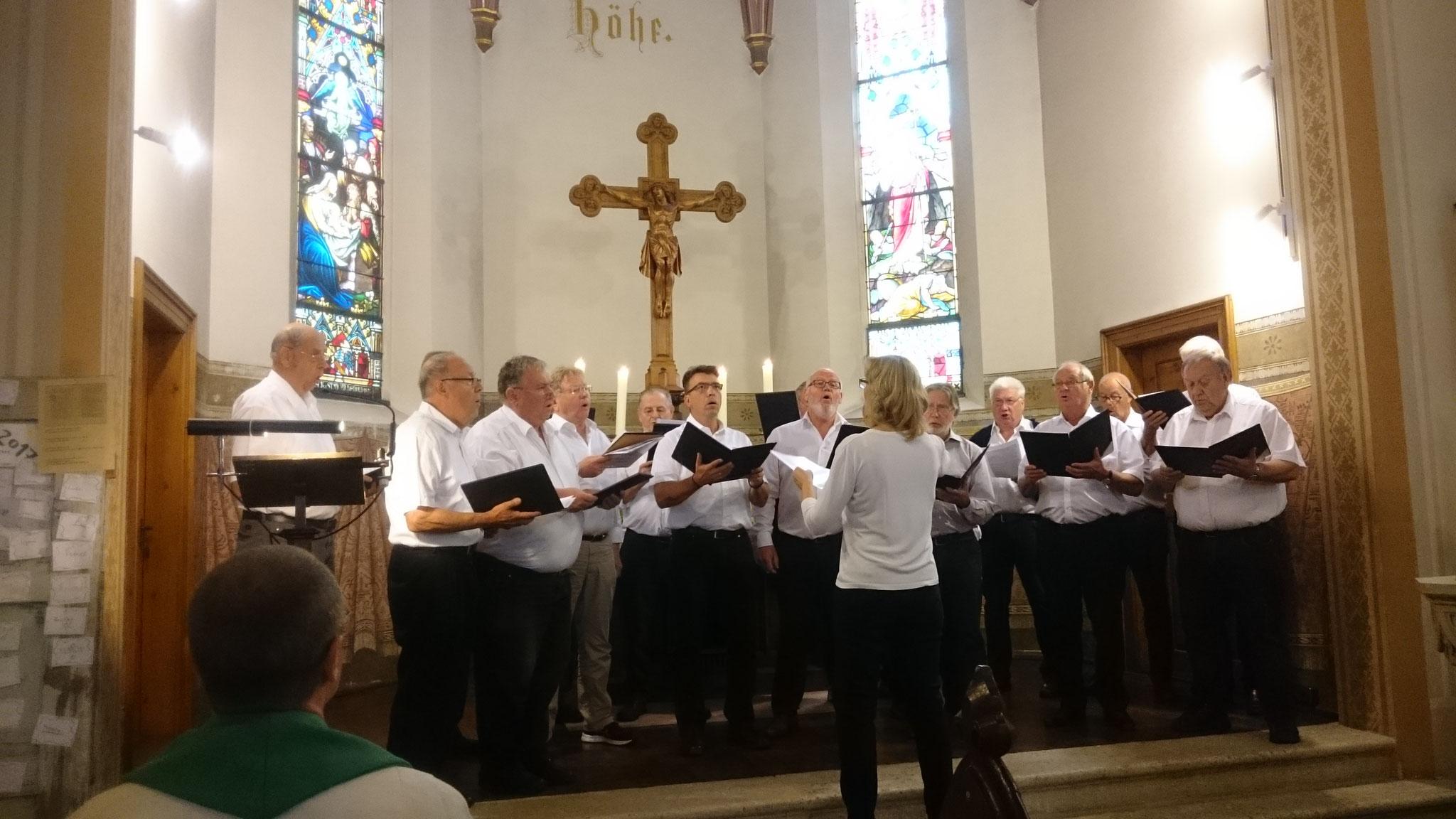 Der Gesangverein bei der Mitgestaltung des Sonntagsgottesdienstes in der ev. - luth. Matthäuskirche in Kelheim.
