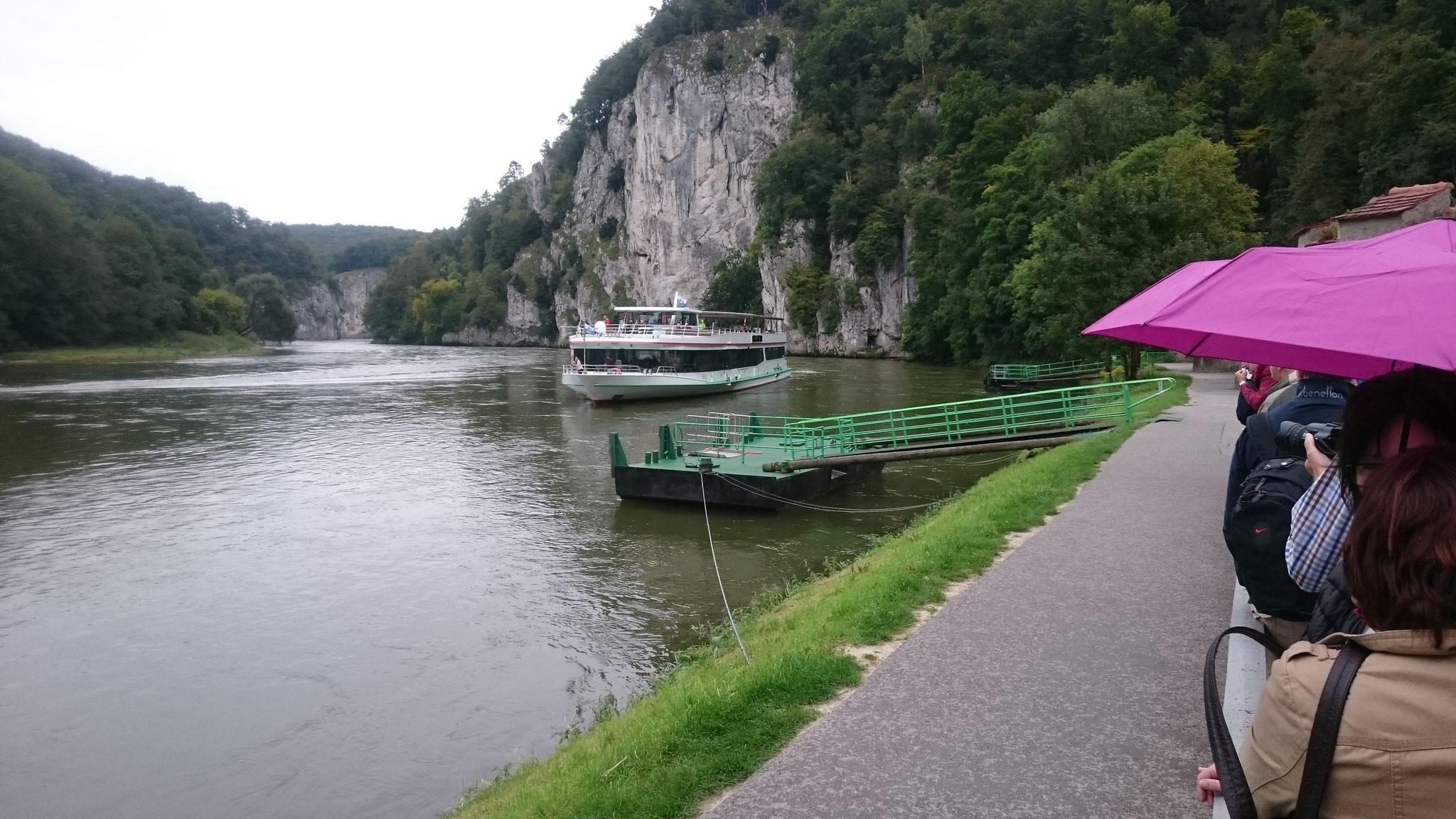 Nachmittags fahren wir mit dem Schiff via Donaudurchbruch  zum Kloster Weltenburg