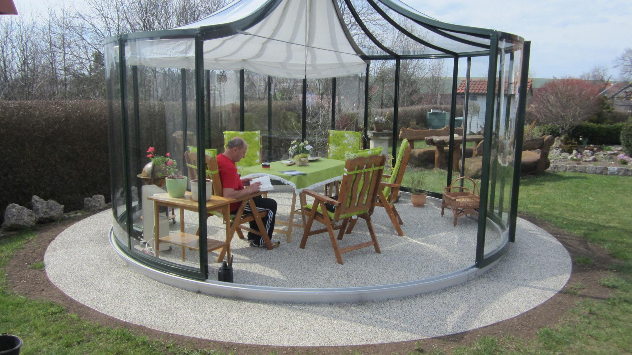 ein moderner Wintergarten mit Mix bergamo