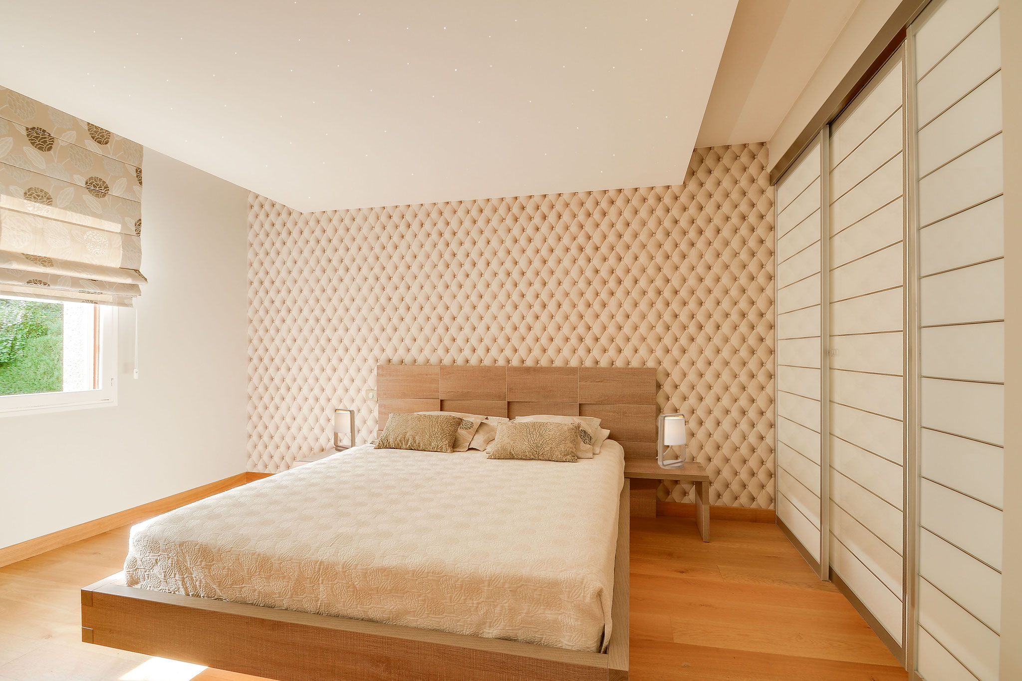 chambre avec dressing et salle de douche attenante