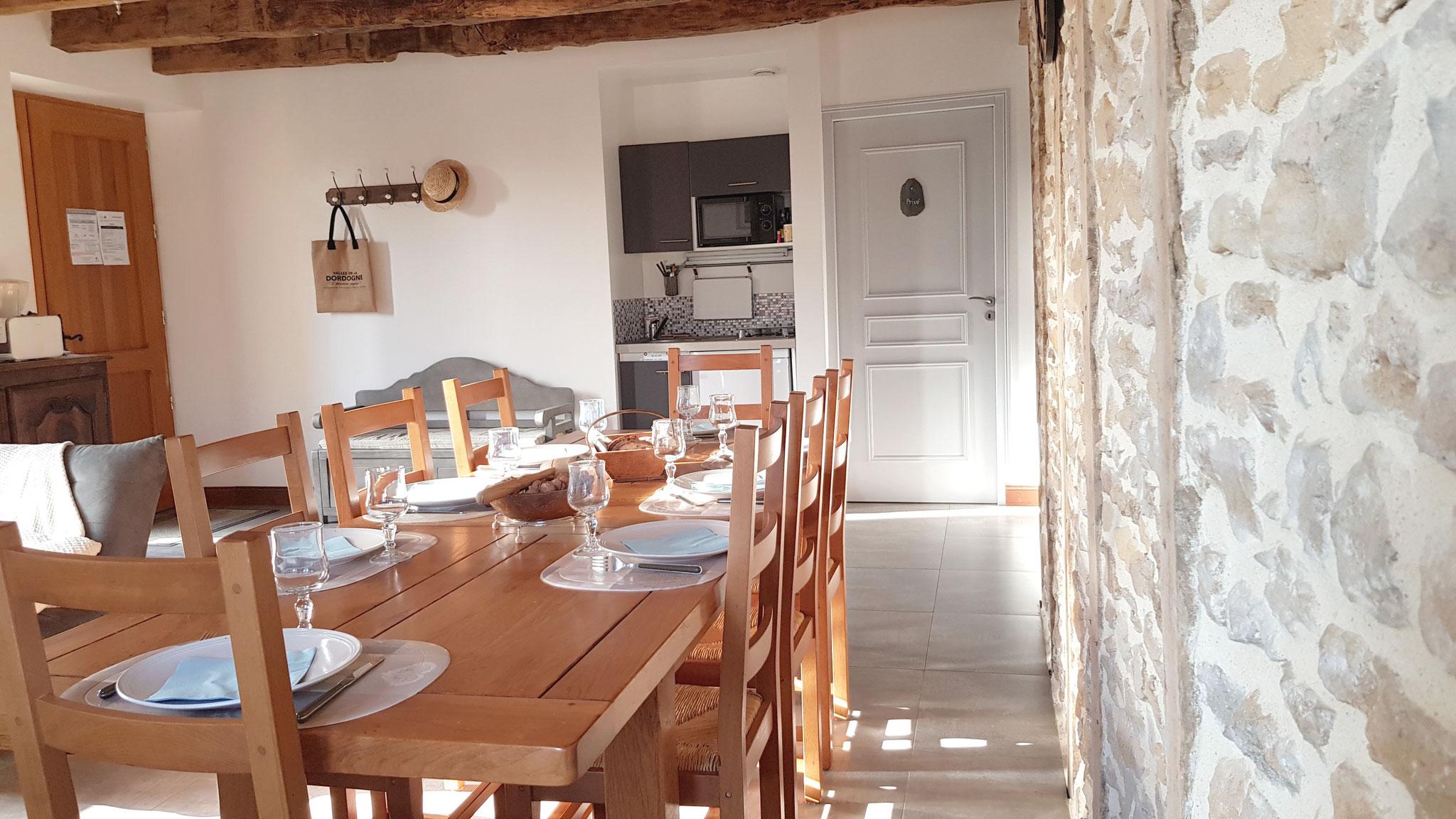 Salle à manger Cuvier de Saint Martin, gîte 10 personnes dans la Vallée de la Dordogne