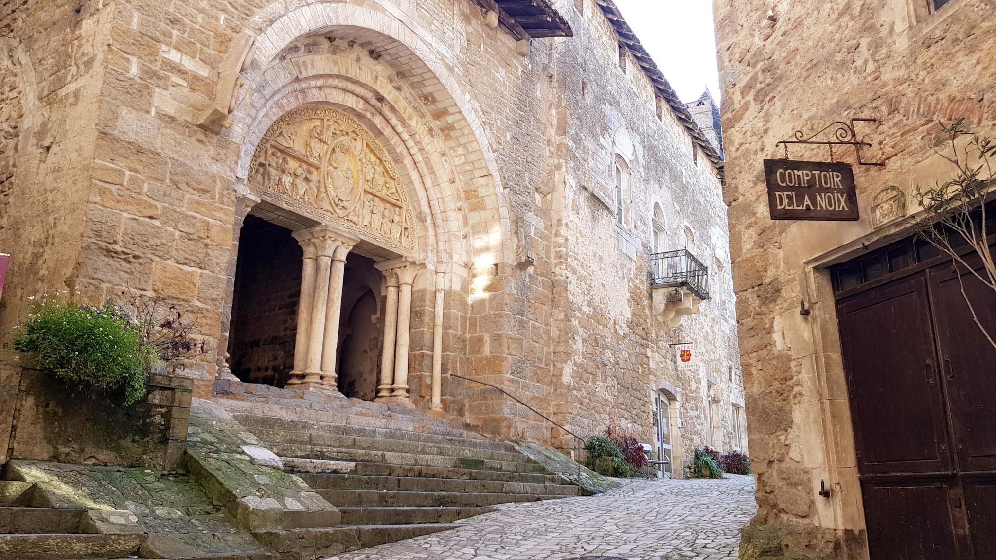 La cour du prieuré-doyenné de Carennac