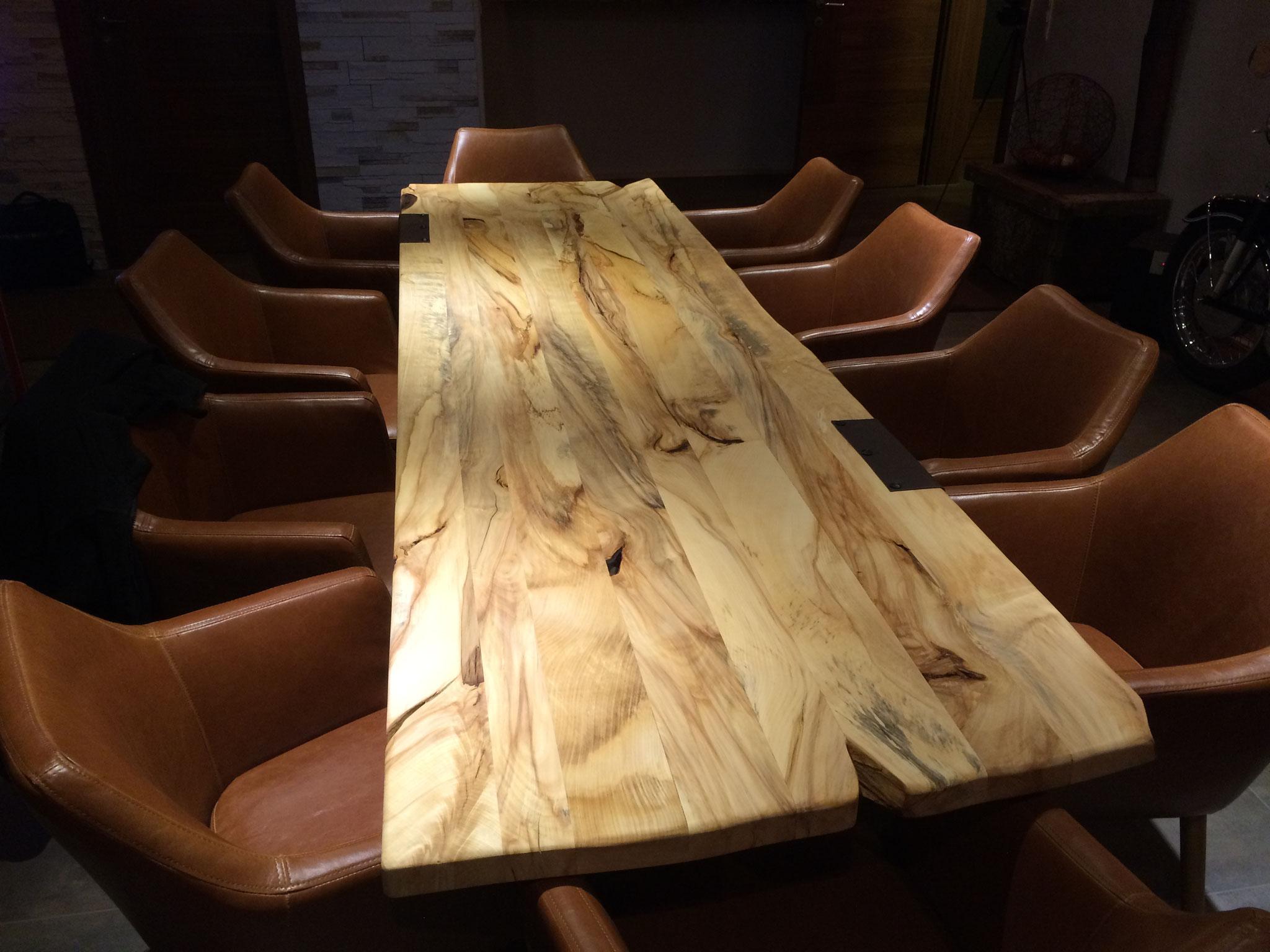 Tisch aus wilder Kastanie