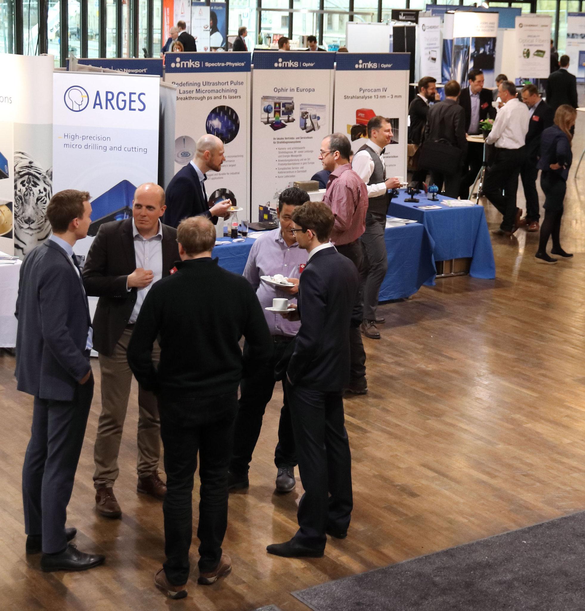 Mittendrin statt nur dabei: Blick auf die begleitende Industrieausstellung im Foyer der Stadthalle Fürth bei der LEF 2020