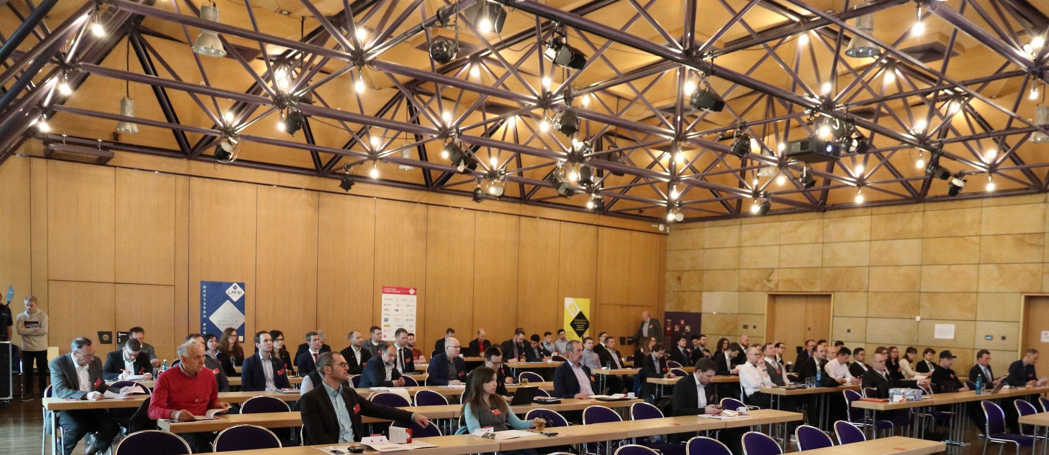 Die LEF-Teilnehmerinnen und Teilnehmer lauschten gespannt den anwendungsbezogenen Fachvorträgen in der Stadthalle Fürth