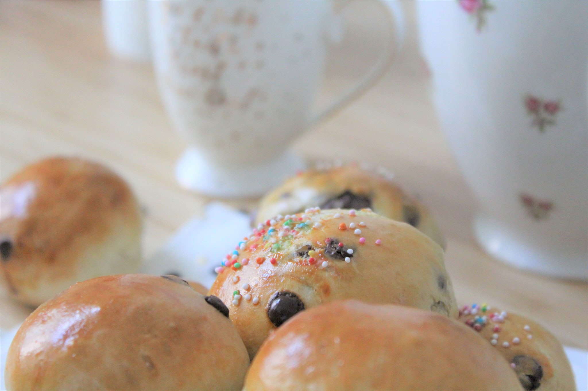 chocolate chip bread rolls  buns sprinkles yeast easy recipe quick fluffy soft