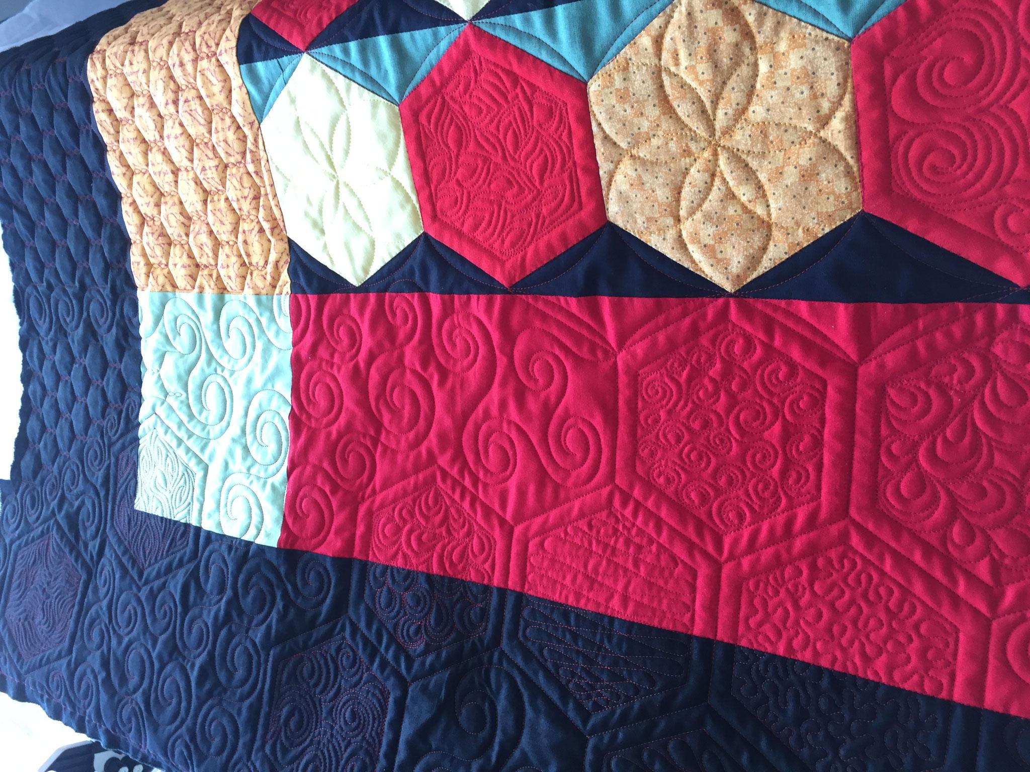Les textures sont variées et magnifient le quilt.
