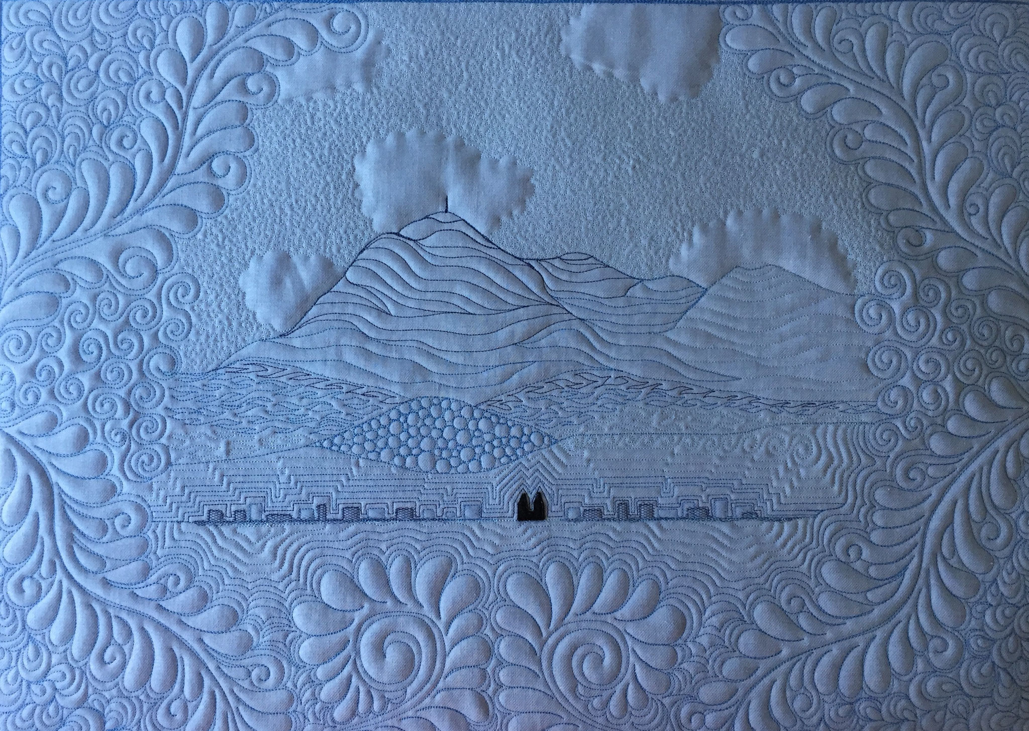 Tableau textile quilté - La Chaîne des Puys - LE QUILT émoi