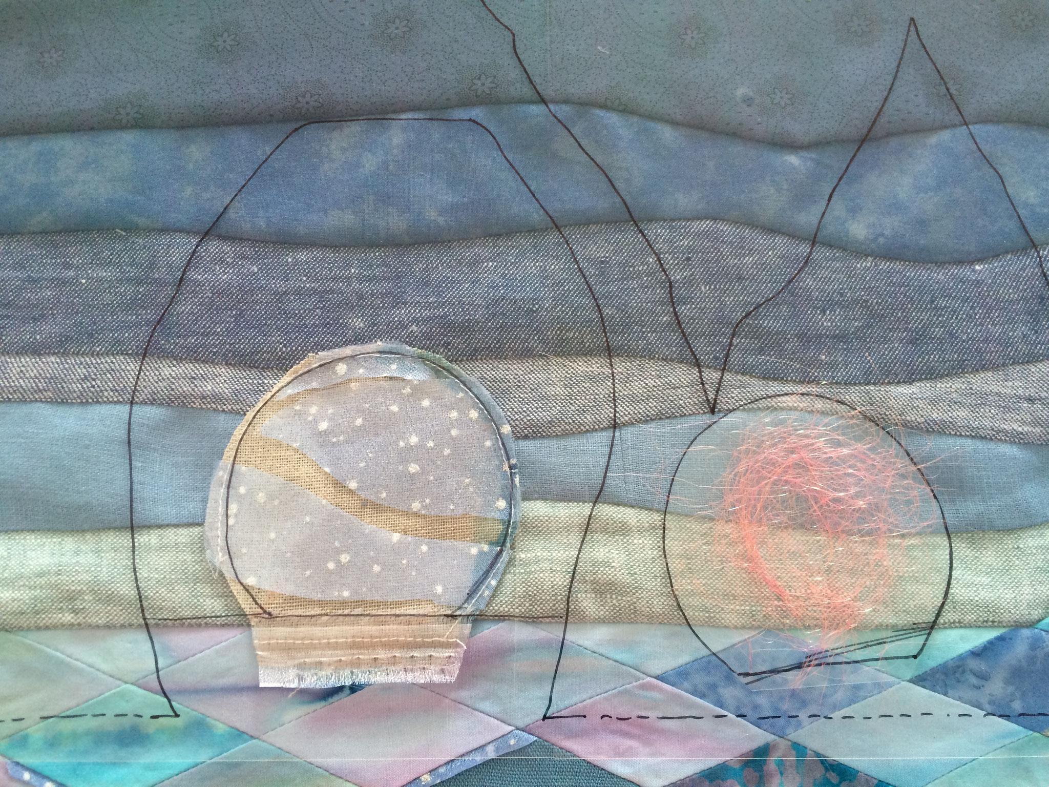 Création de la lune : fibre Angelina et organza.
