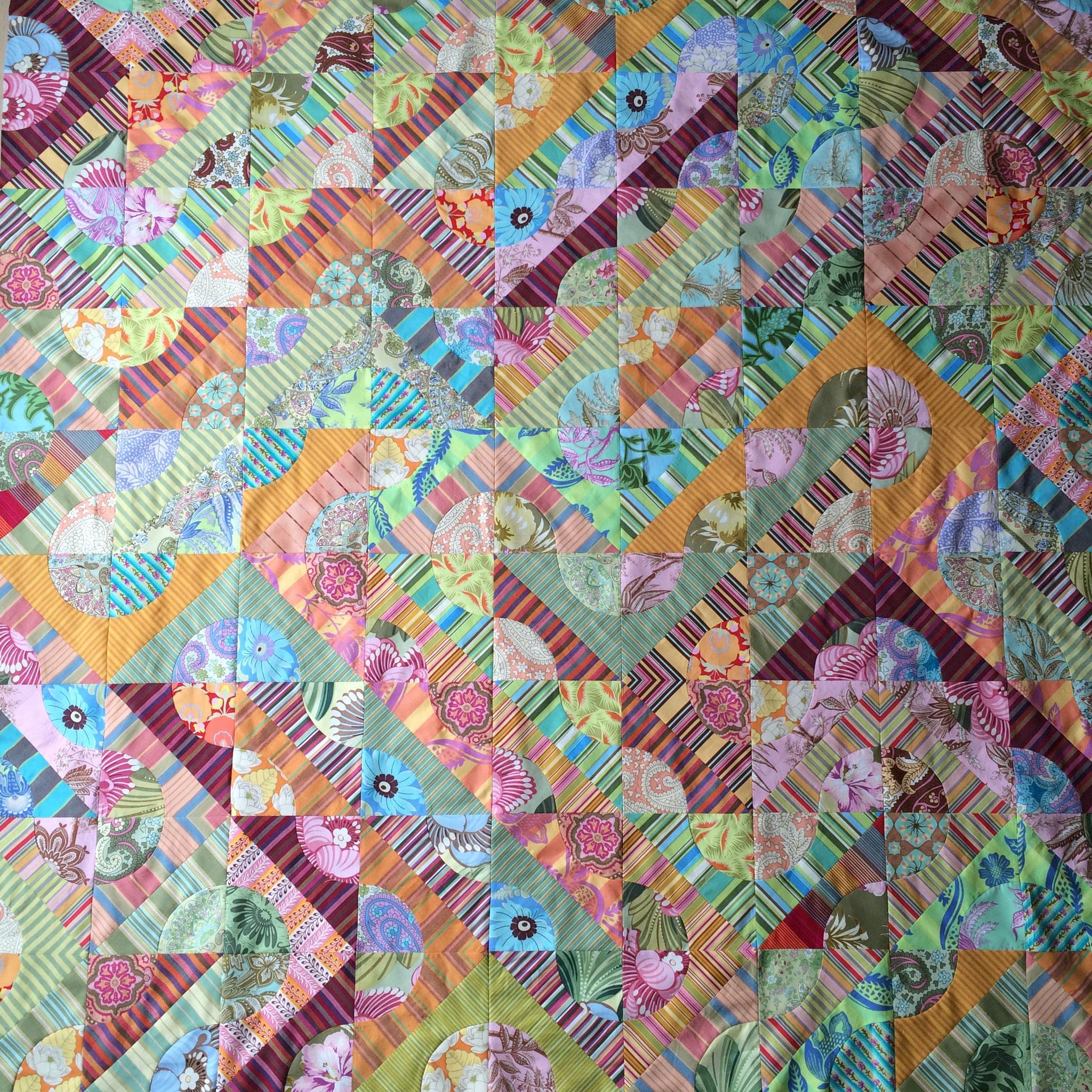 """Quilt réalisé par Béatrice De Nève Pollet - modèle de Mary Mashuta dans son livre """"Confetti Quilts"""" - tissus Amy Butler"""
