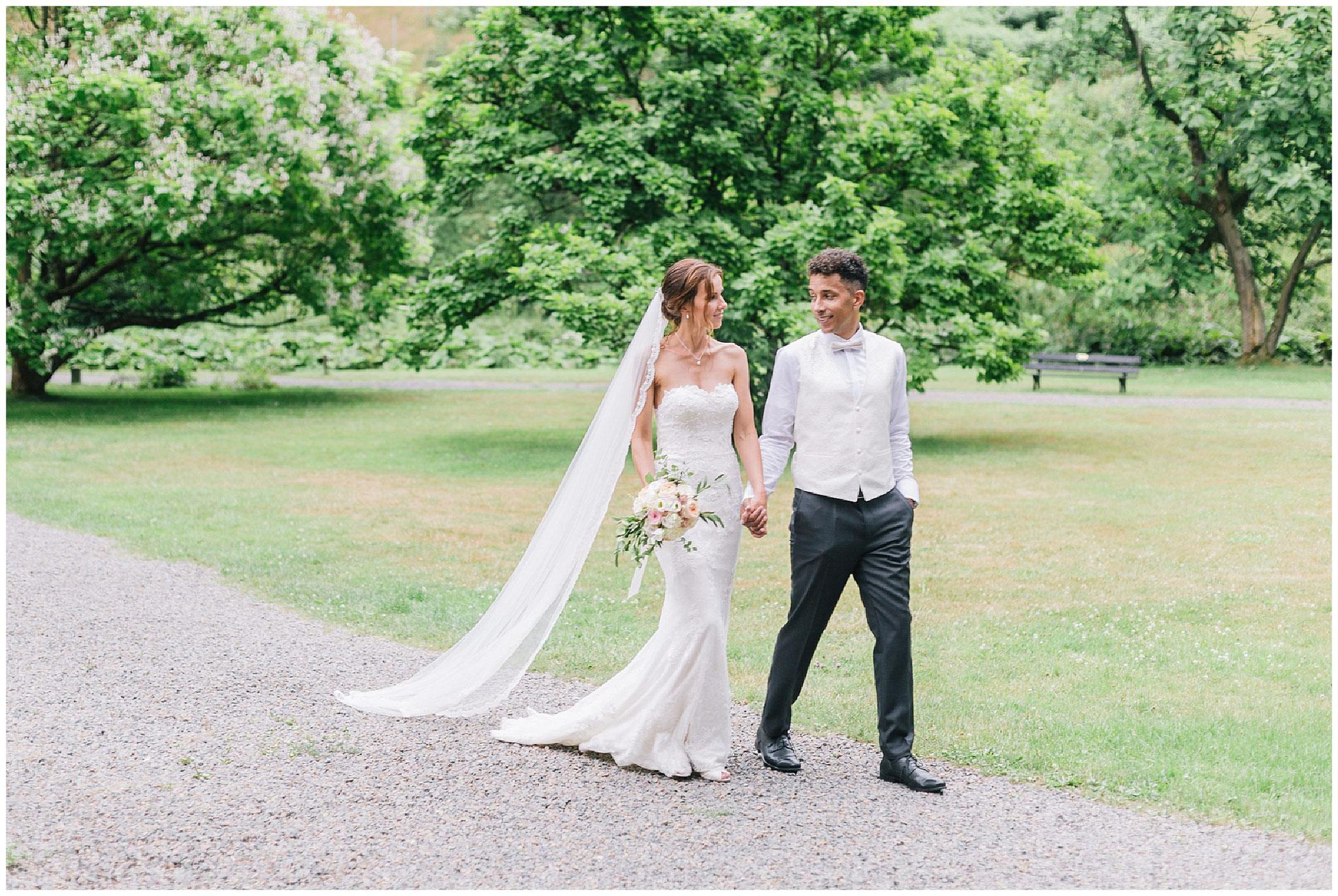 braut mit Schleier  schloss gimborn hochzeitsfotograf Engelskirchen industrial chic hochzeit fine art wedding Galerie Hammerwerk jane weber