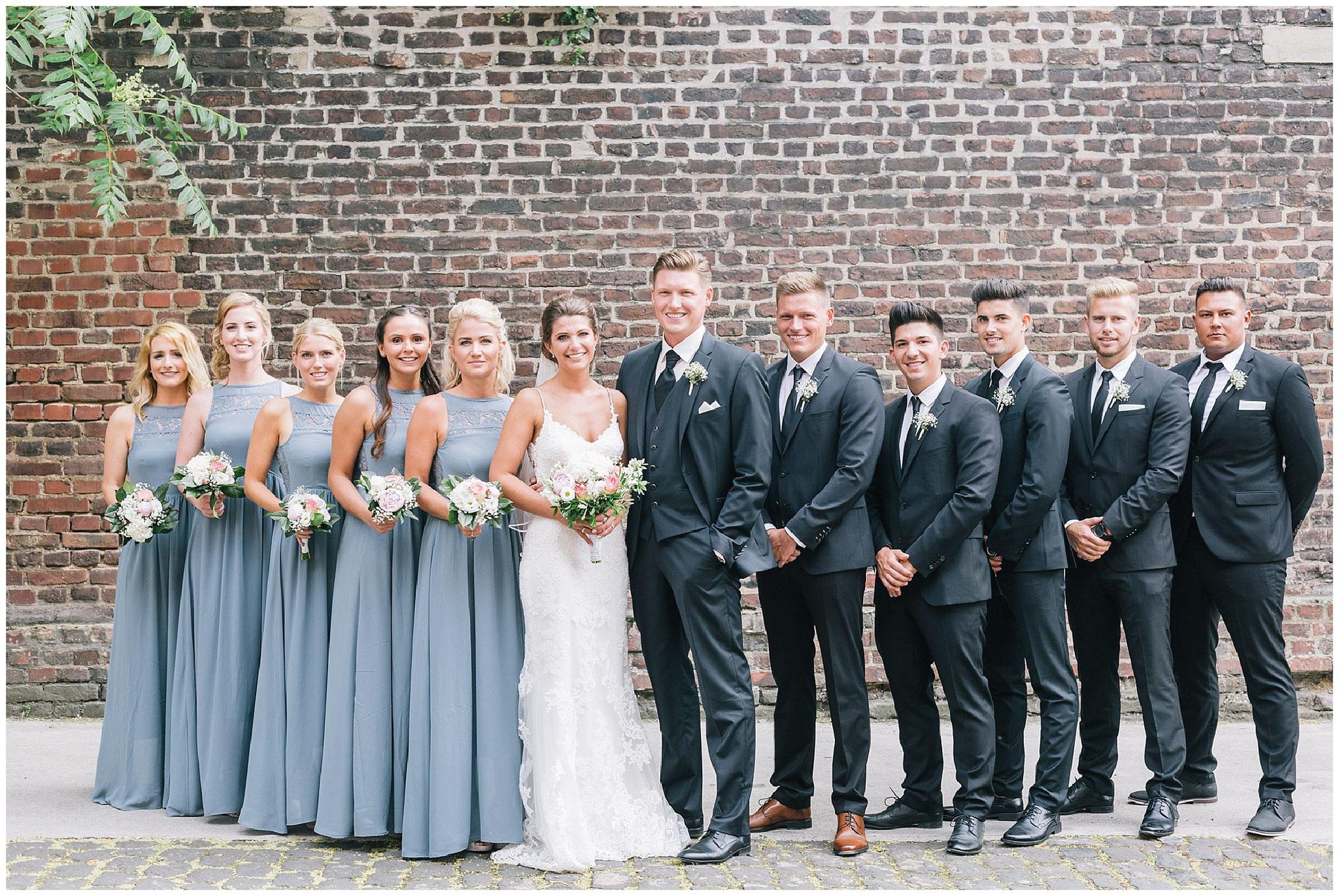 fine art hochzeit Gruppenbild bridalgang weddingparty best men groomsmen brautjungfern bridesmaids