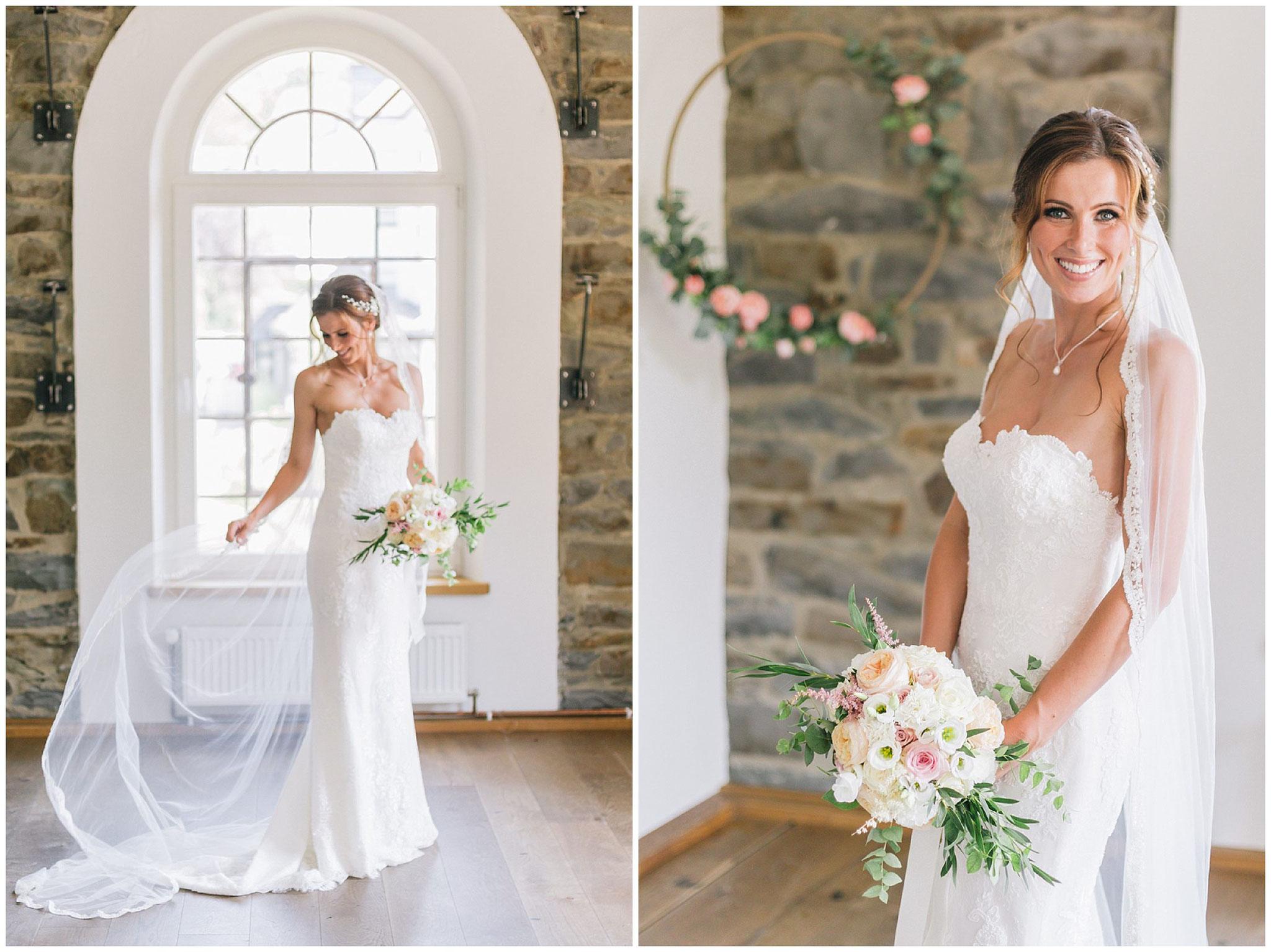 Braut mit Brautstrauß im fine art Stil hochzeitsfotograf Engelskirchen industrial chic hochzeit fine art wedding Galerie Hammerwerk jane weber