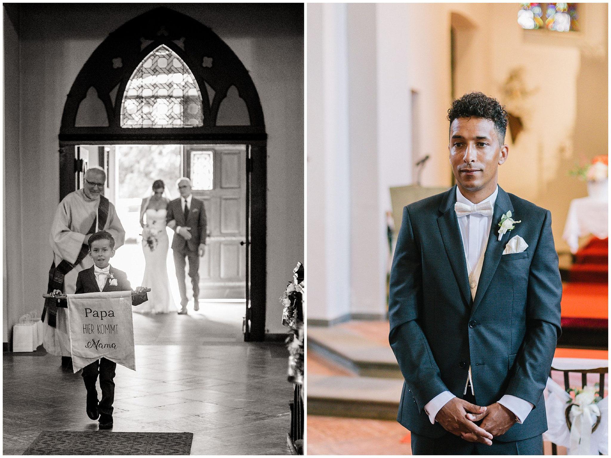 Bräutigam wartet auf braut in Kirche hochzeitsfotograf Engelskirchen industrial chic hochzeit fine art wedding Galerie Hammerwerk jane weber