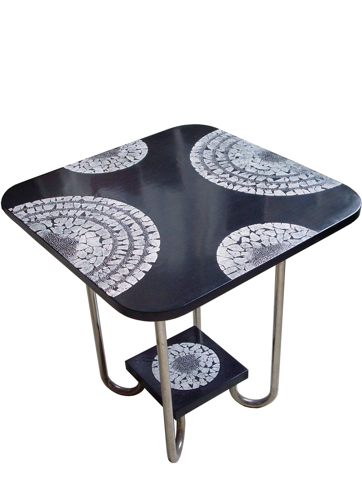 Table basse laquée avec incrustations de coquilles d'œufs - Ancien meuble des années 40 - 36 x 41 cm