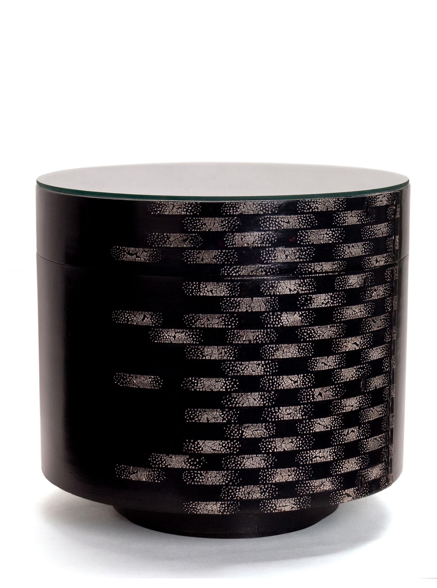 Table basse laquée avec incrustations de coquilles d'œufs - Boite à chapeau de Chine - 36 x 41 cm