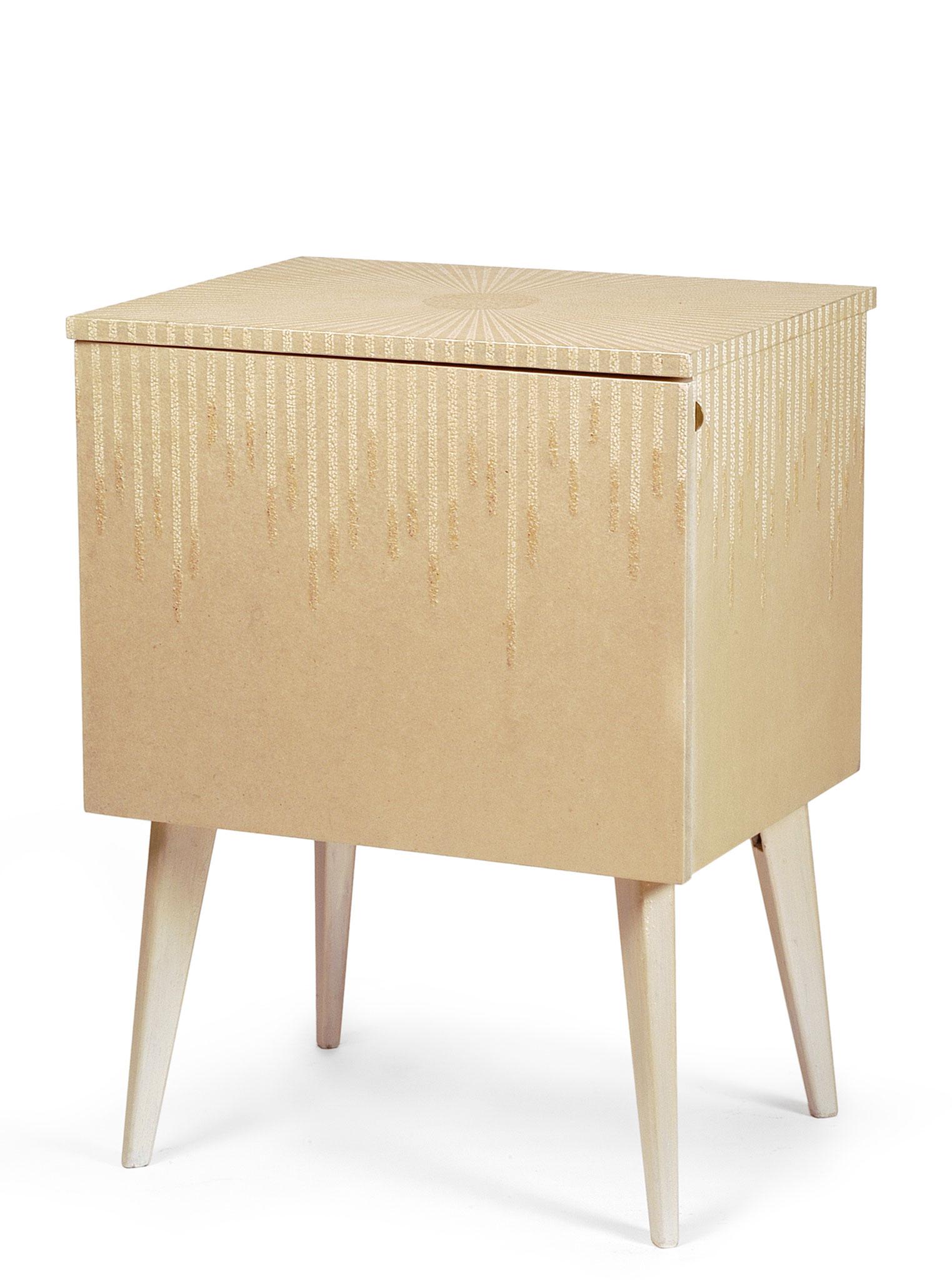 Commode laquée avec incrustation de coquilles d'œufs - Ancien meuble des années 40 - 75 x 57 x 43 cm