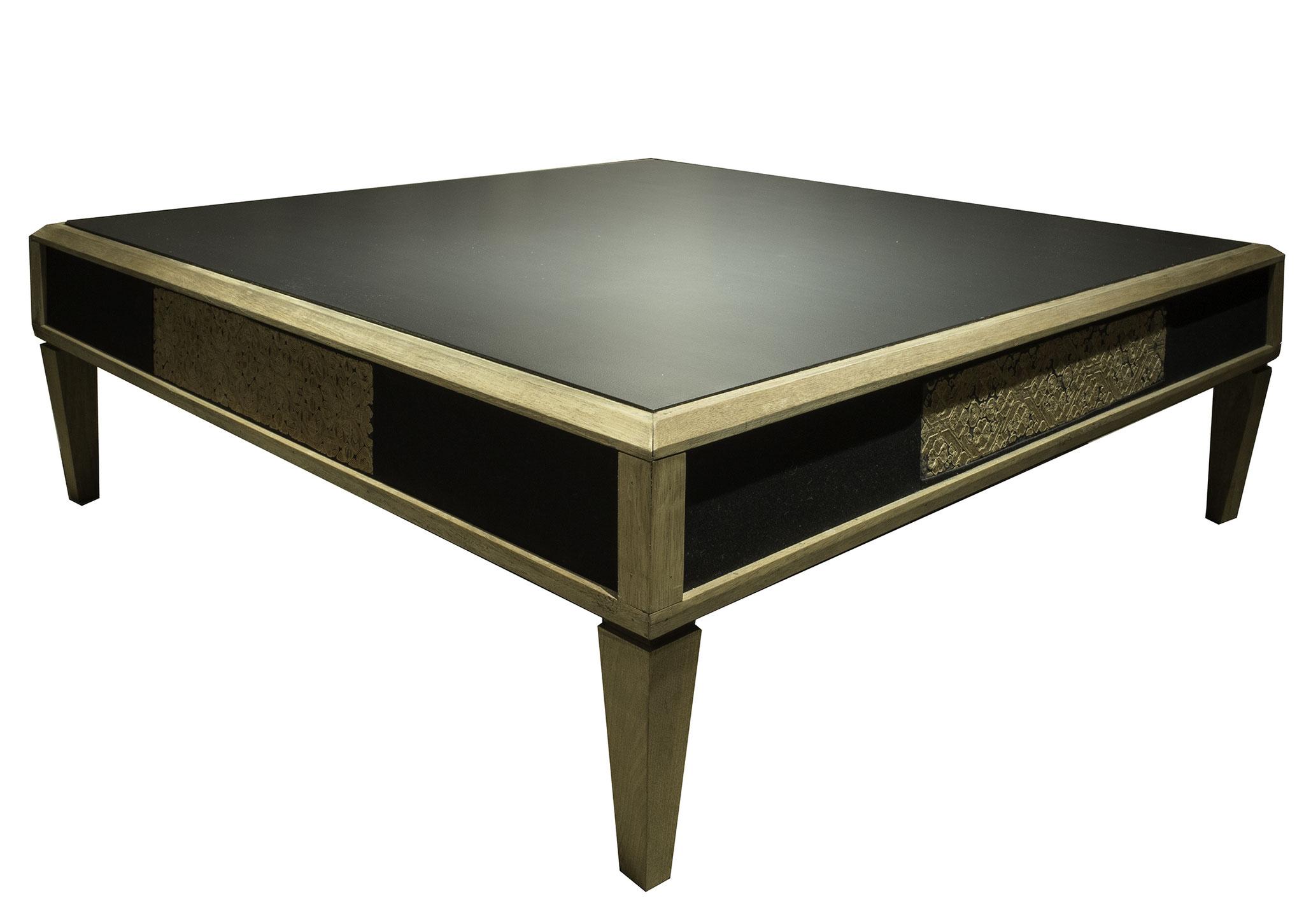 Table basse laquée marouflée de tissus Miao de Chine sur les façades - Création sur mesure - 90x 90 x 25 cm