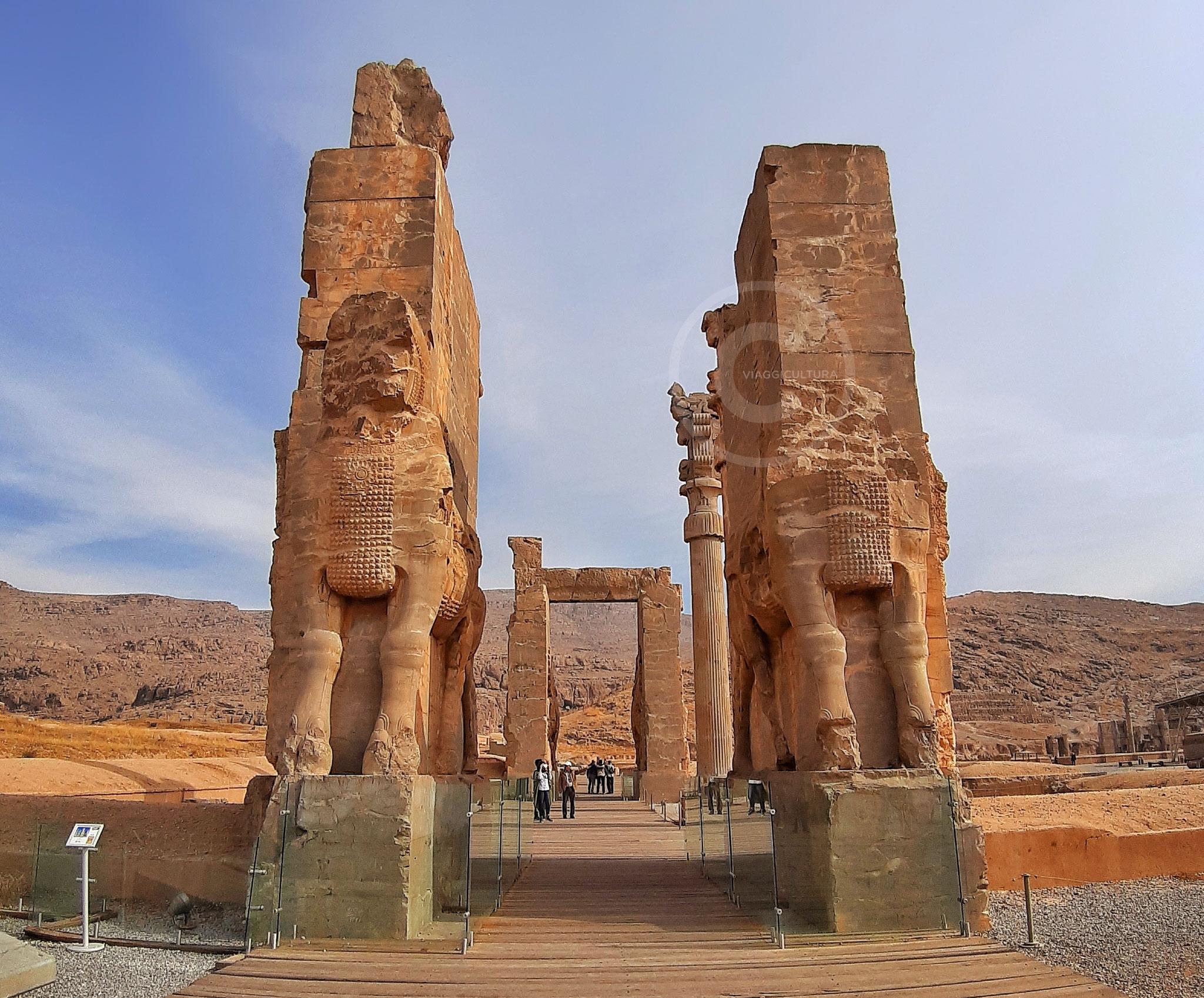 La Porta di Tutti i Popoli, nota anche come Porta di Tutte le Nazioni - facciata ovest, Persepoli (Iran)