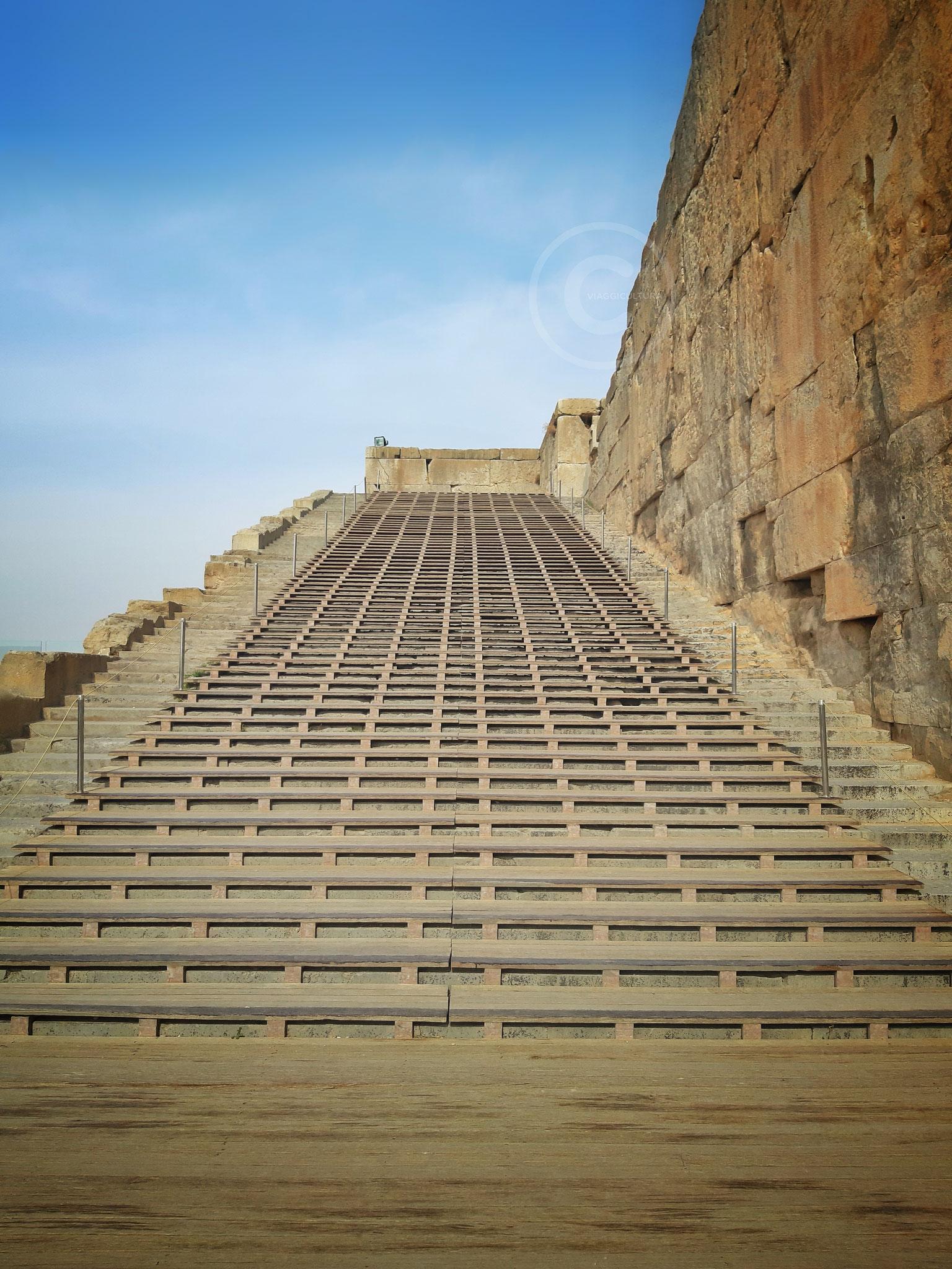 Seconda parte di una delle due scalinate gemelle d'ingresso, Persepoli (Iran)