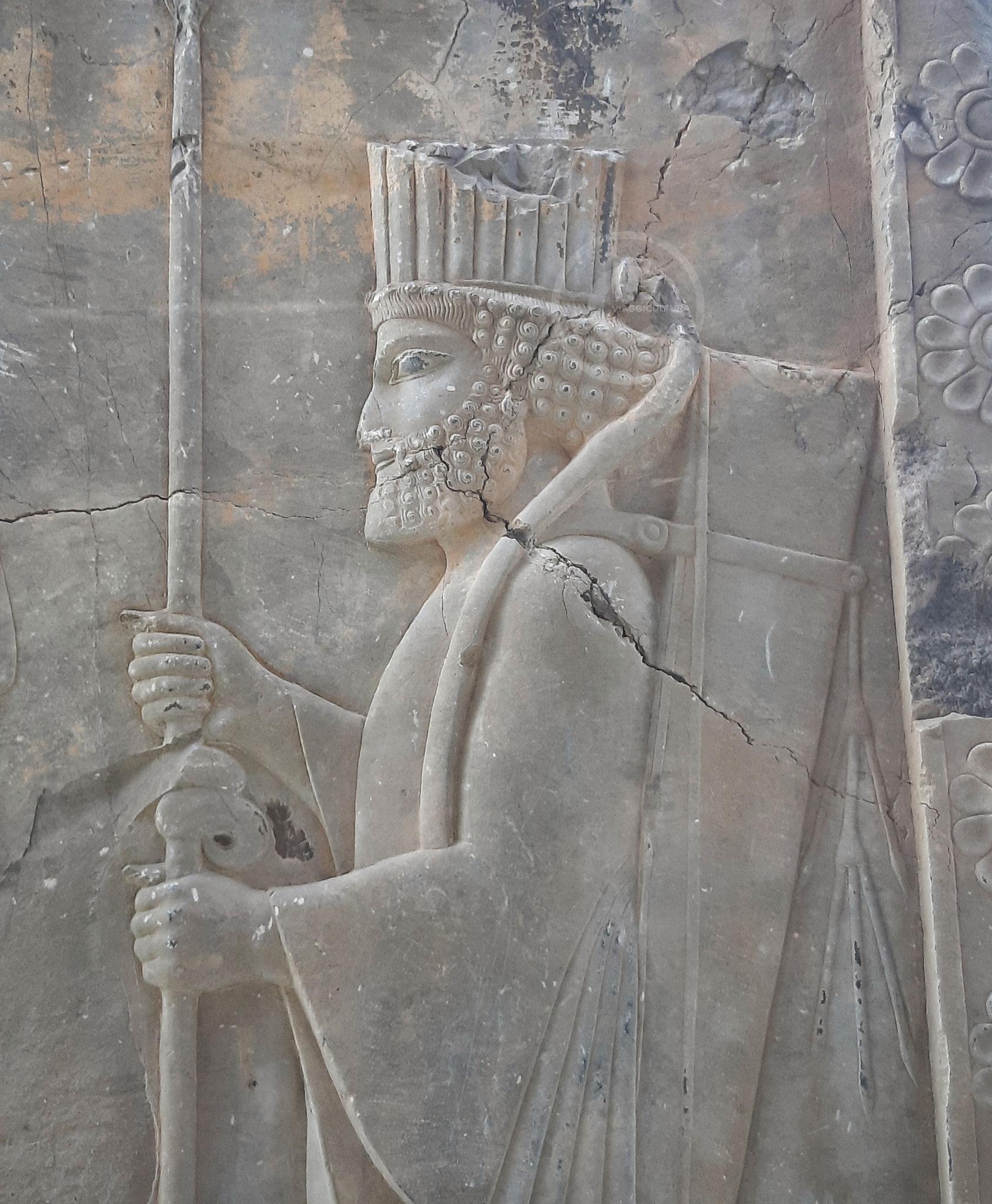 Dettaglio del corteo dei soldati Parsi e Medi raffigurato sul piedritto del vano della porta nord del Palazzo delle Cento Colonne - Persepoli (Iran)