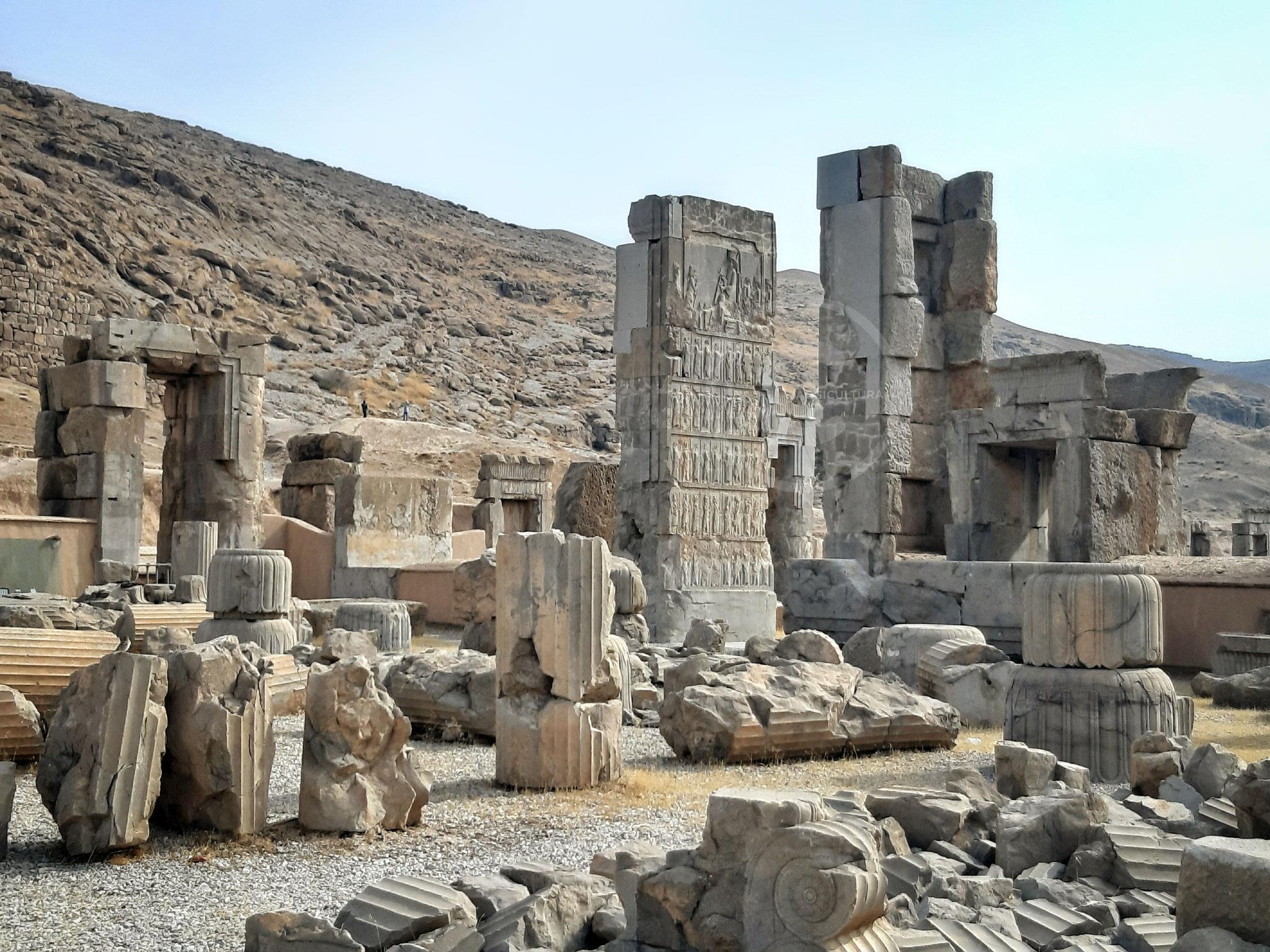 Piedritti del portale settentrionale del Palazzo delle Cento Colonne - Persepoli (Iran)