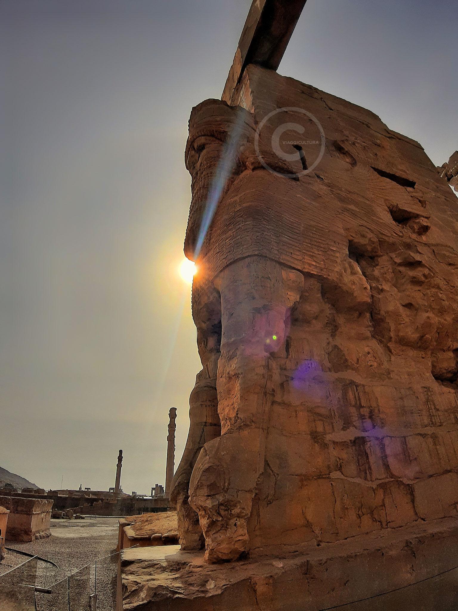 Toro alato androcefalo, Porta di Tutte le Nazioni - facciata est, Persepoli (Iran)