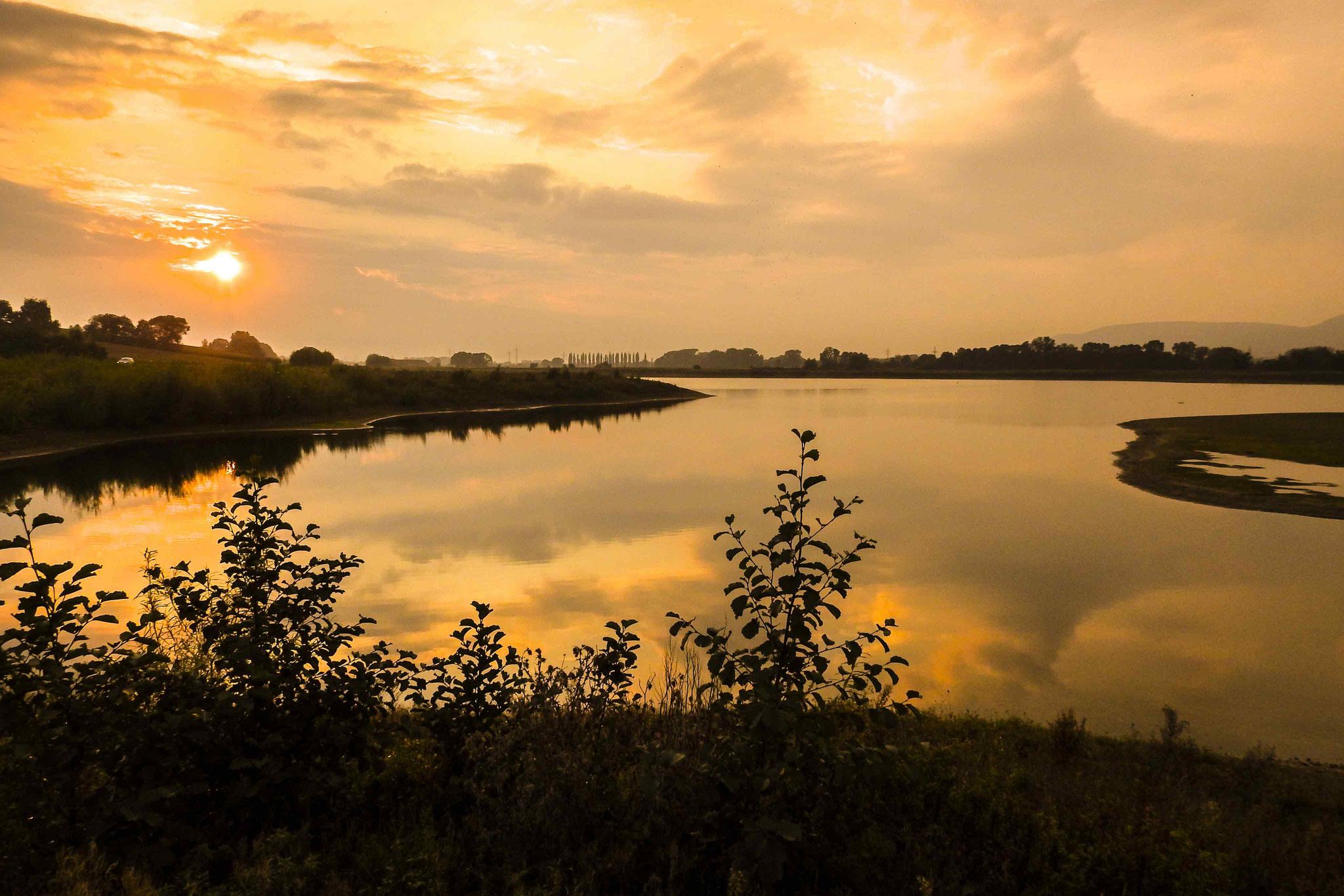 Auch den Sonnenuntergang kann man von der Beobachtungshütte aus gut sehen.