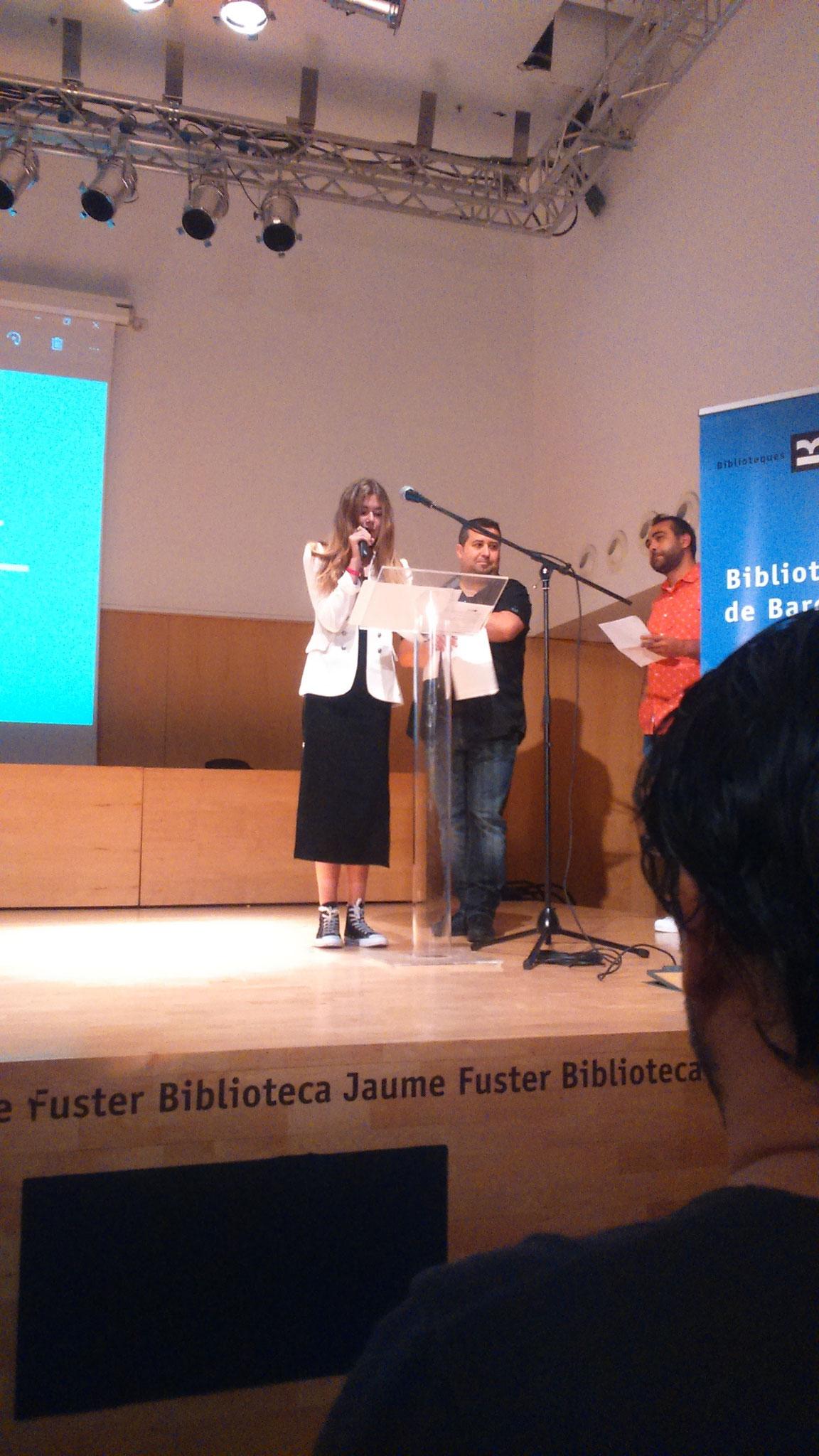Marta Botet anunciant la guanyadora