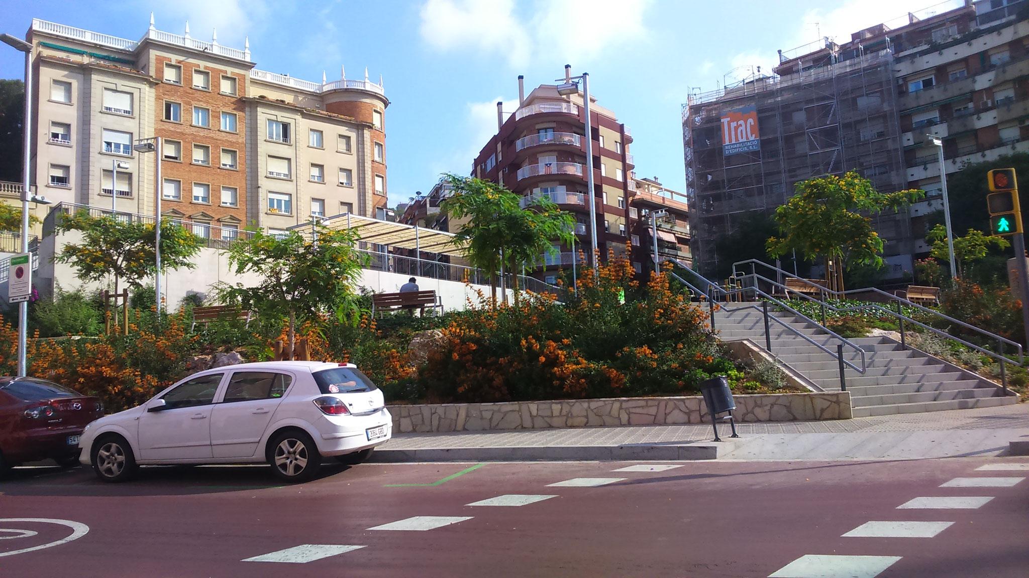 Comença l'aventura: la plaça Sanllehy