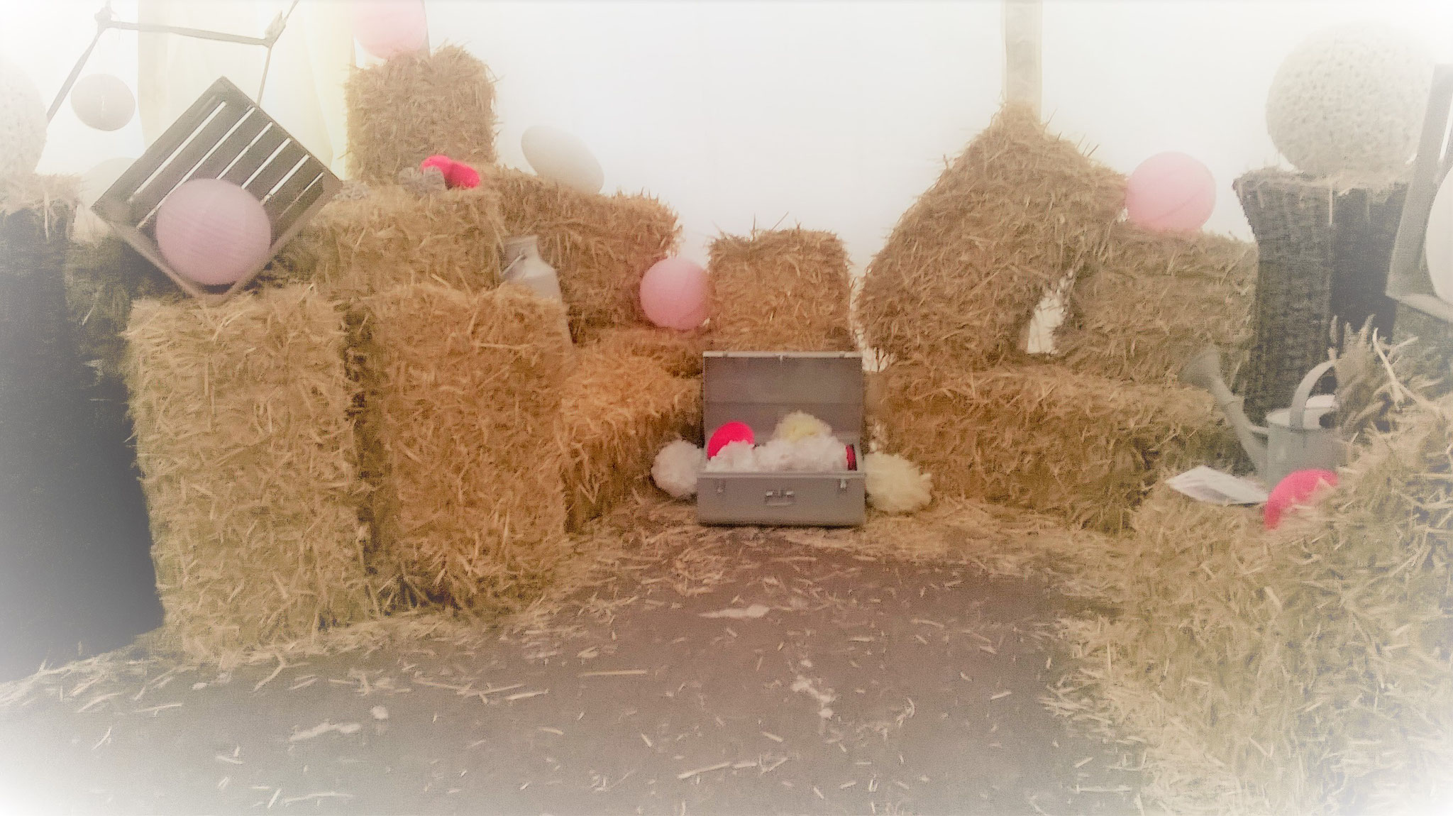 la d coration photobooth petites bottes de paille et de foin. Black Bedroom Furniture Sets. Home Design Ideas