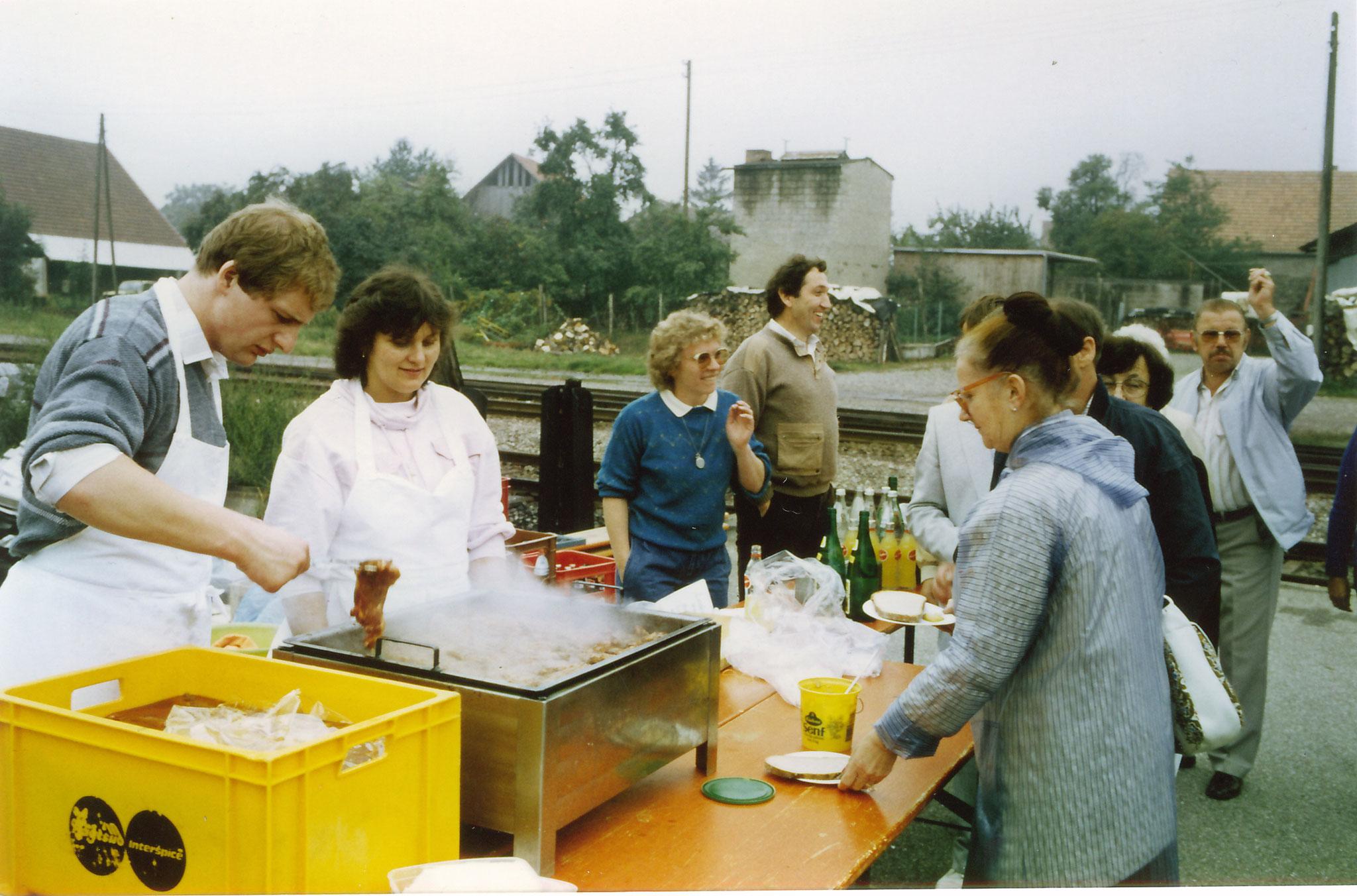 Ausflug mit dem Rebenbummler am Kaiserstuhl mit Pause in Königschaufhausen  in 1980 Jahren