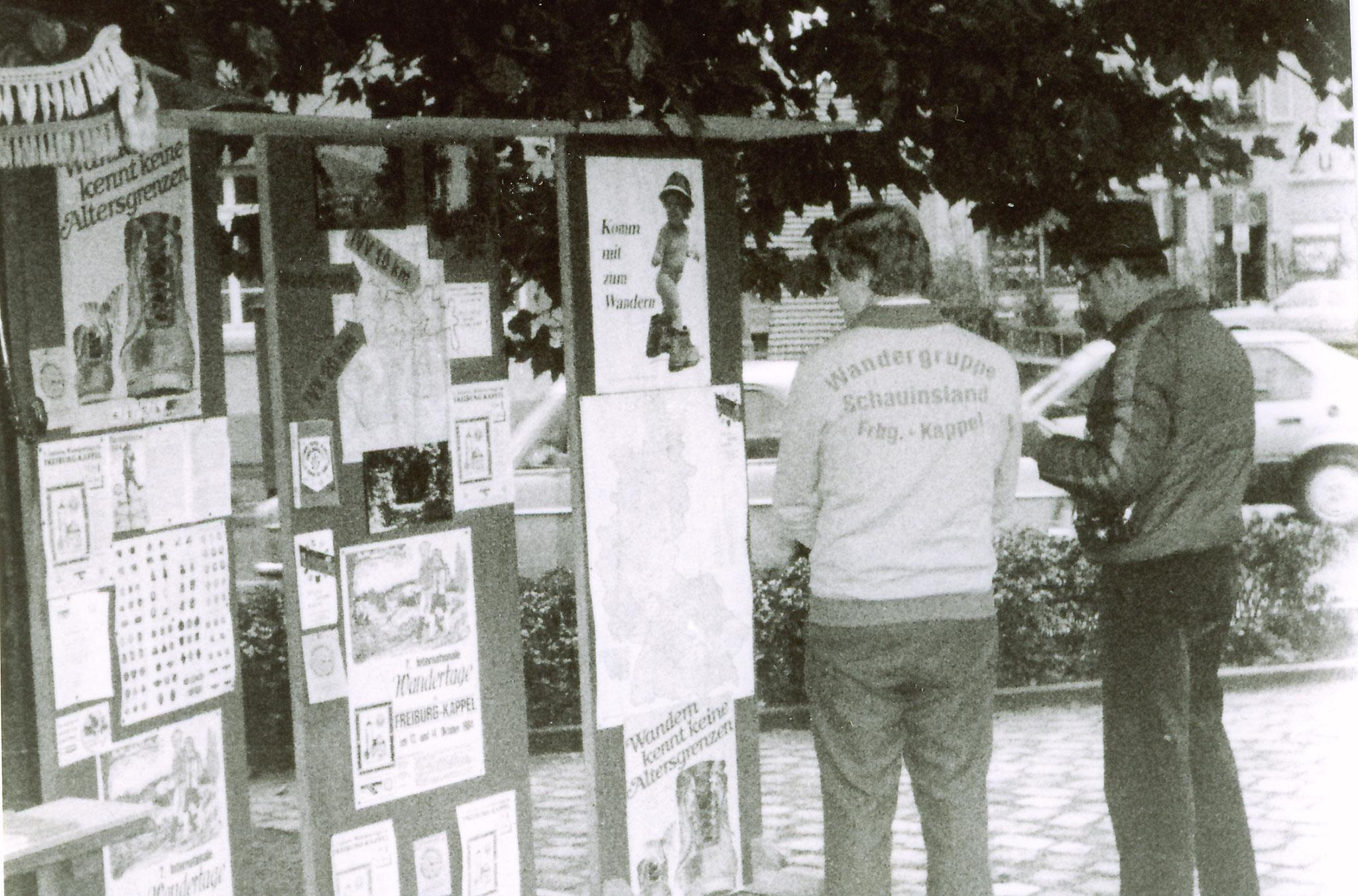 Info Stand am Schwabentor in Freiburg 1980  für den Wandertag in Kappel