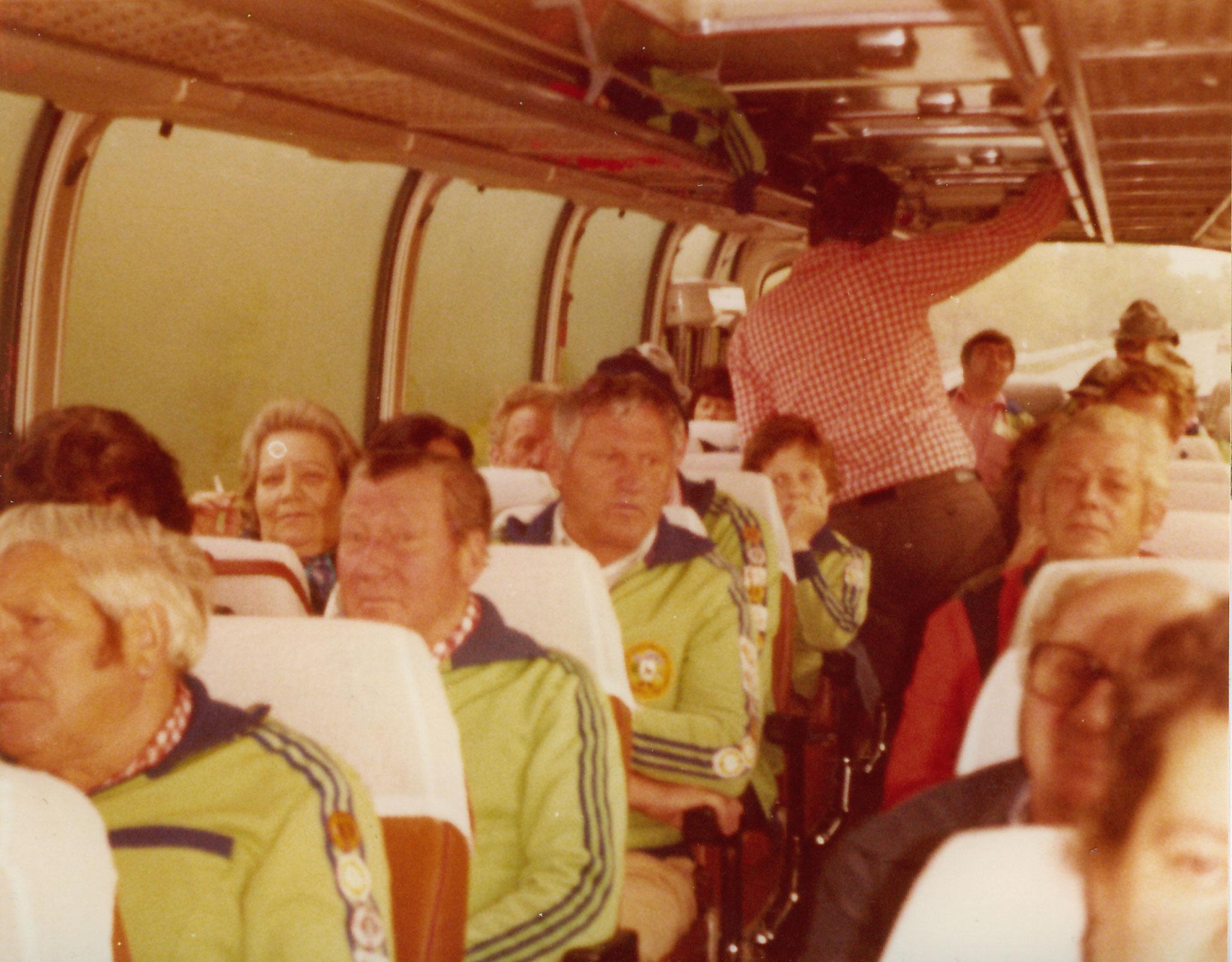 Wandergruppe auf Bus Tour  1981
