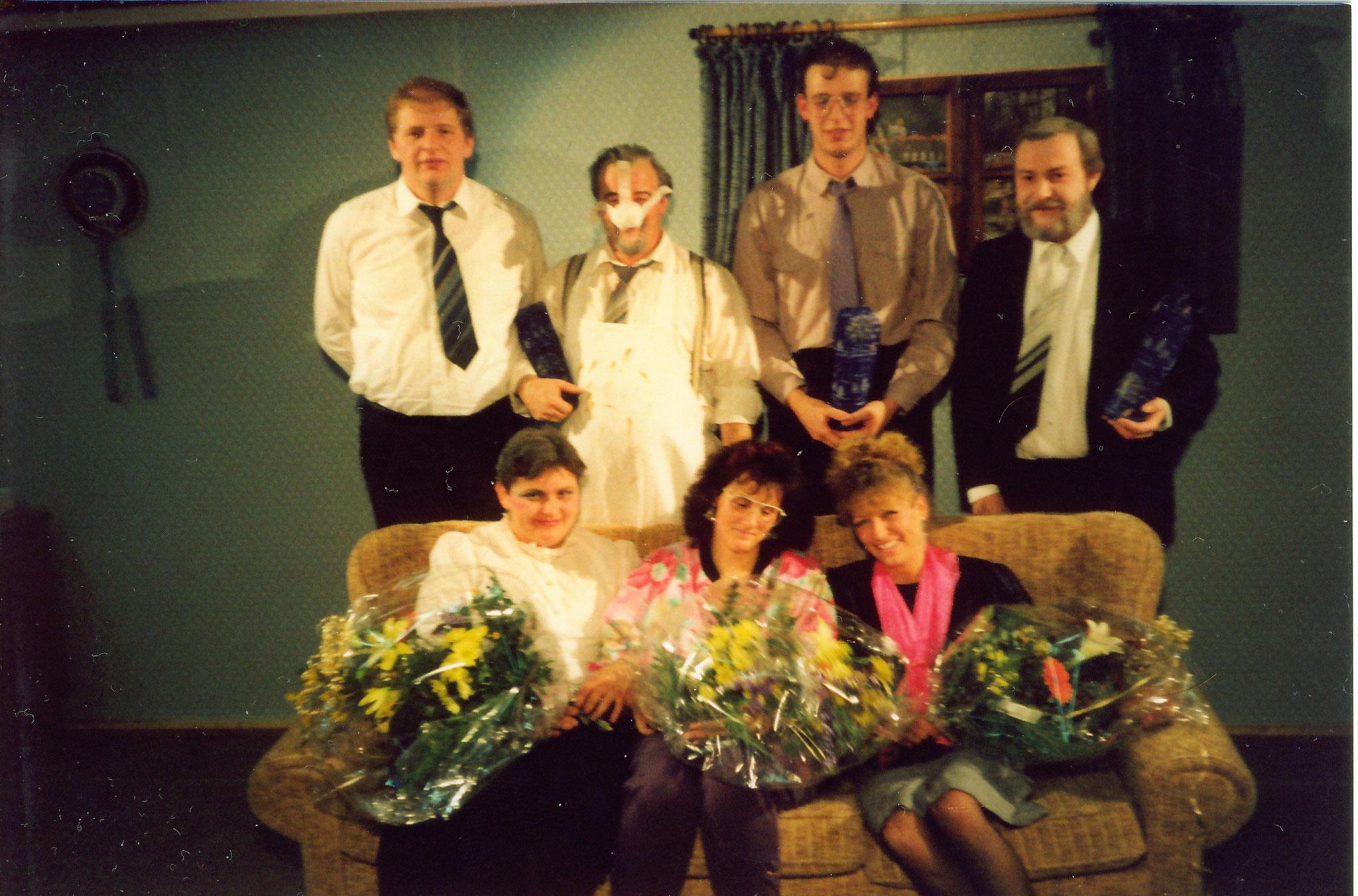 Theatergruppe des Verein in den 90 Jahren bei Spielen auf der Weihnachtsfeier des Vereins