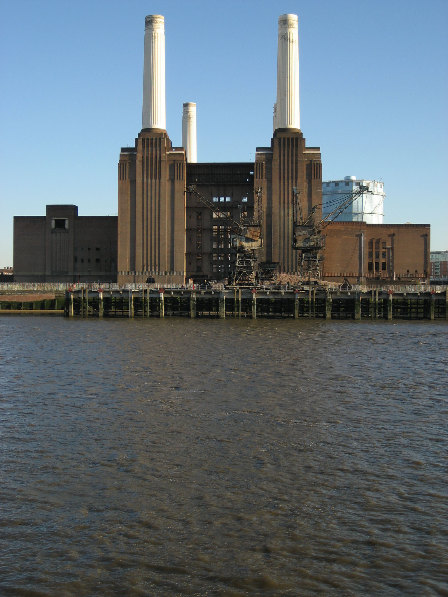 Battersea power station, London | All rights reserved|