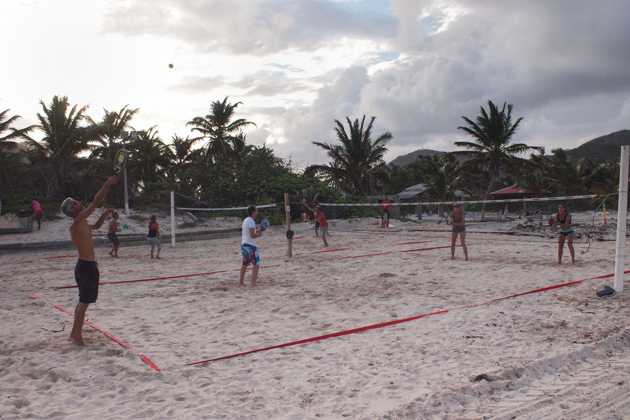 Tennis de plage sur la baie Orientale