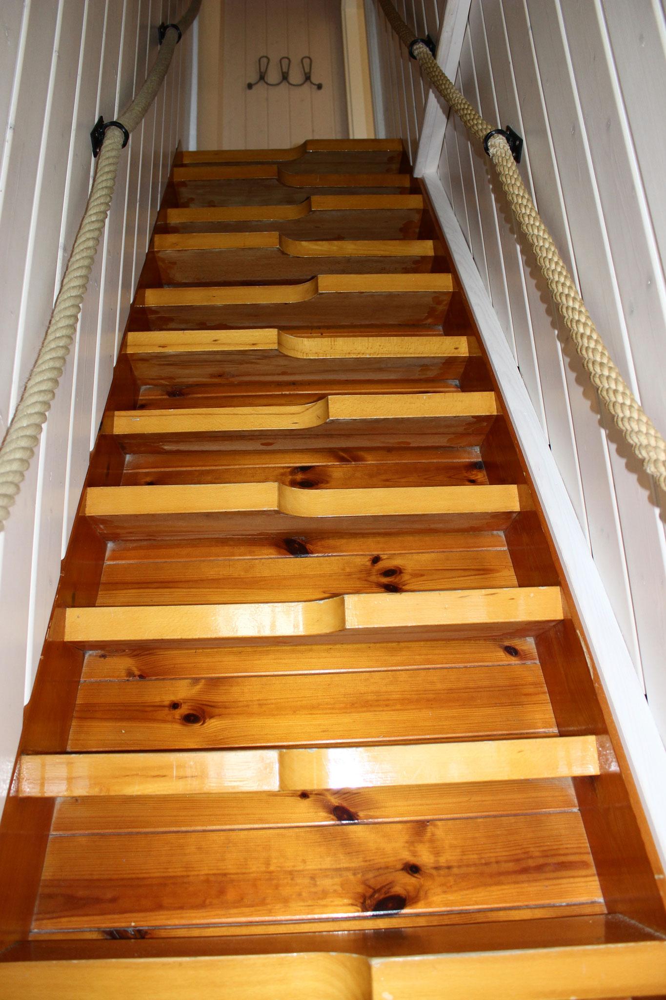 steile Schiffstreppe ins Atelier
