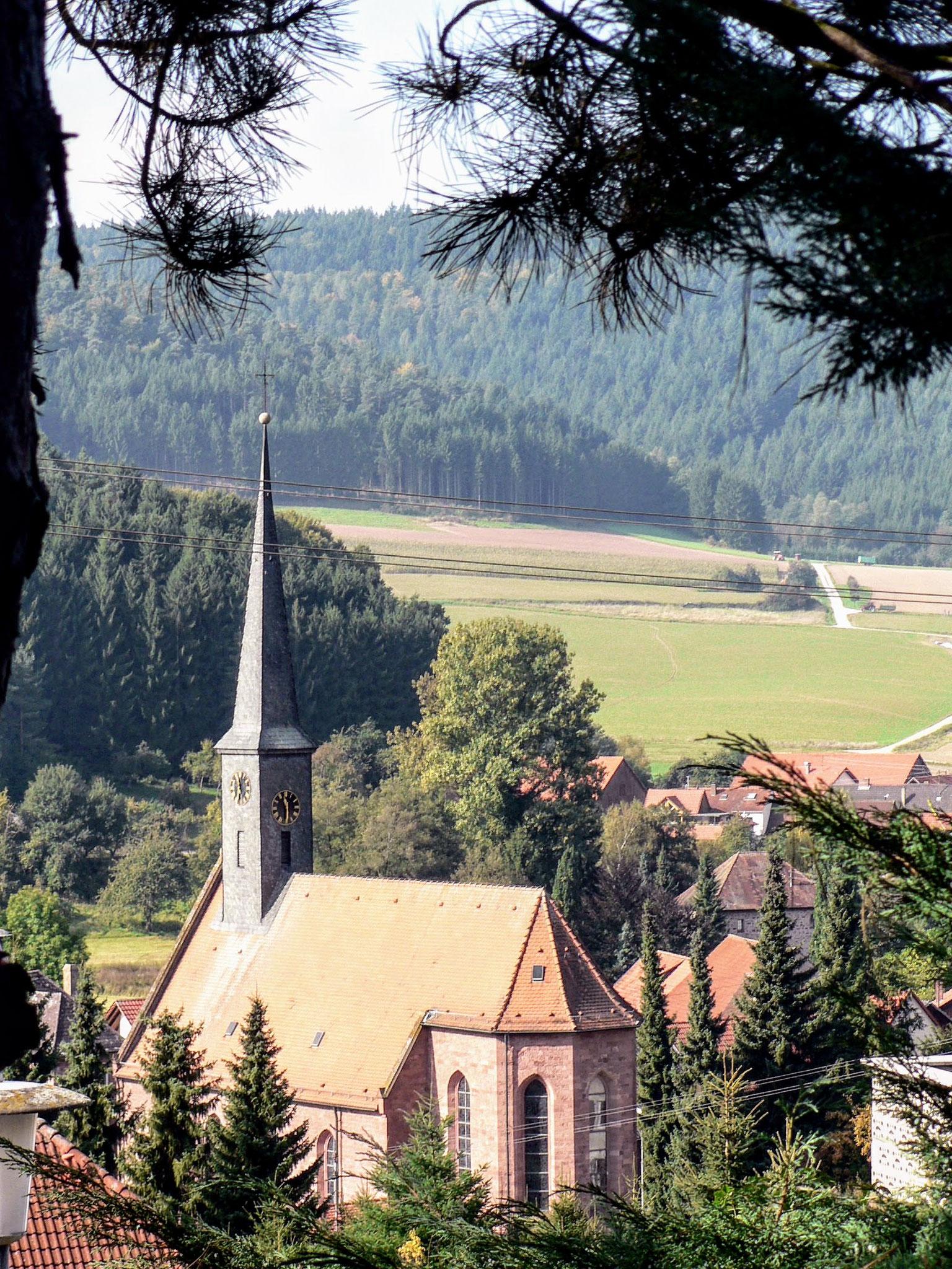 Blick auf Kirche von der Terrasse des Appartements im EG
