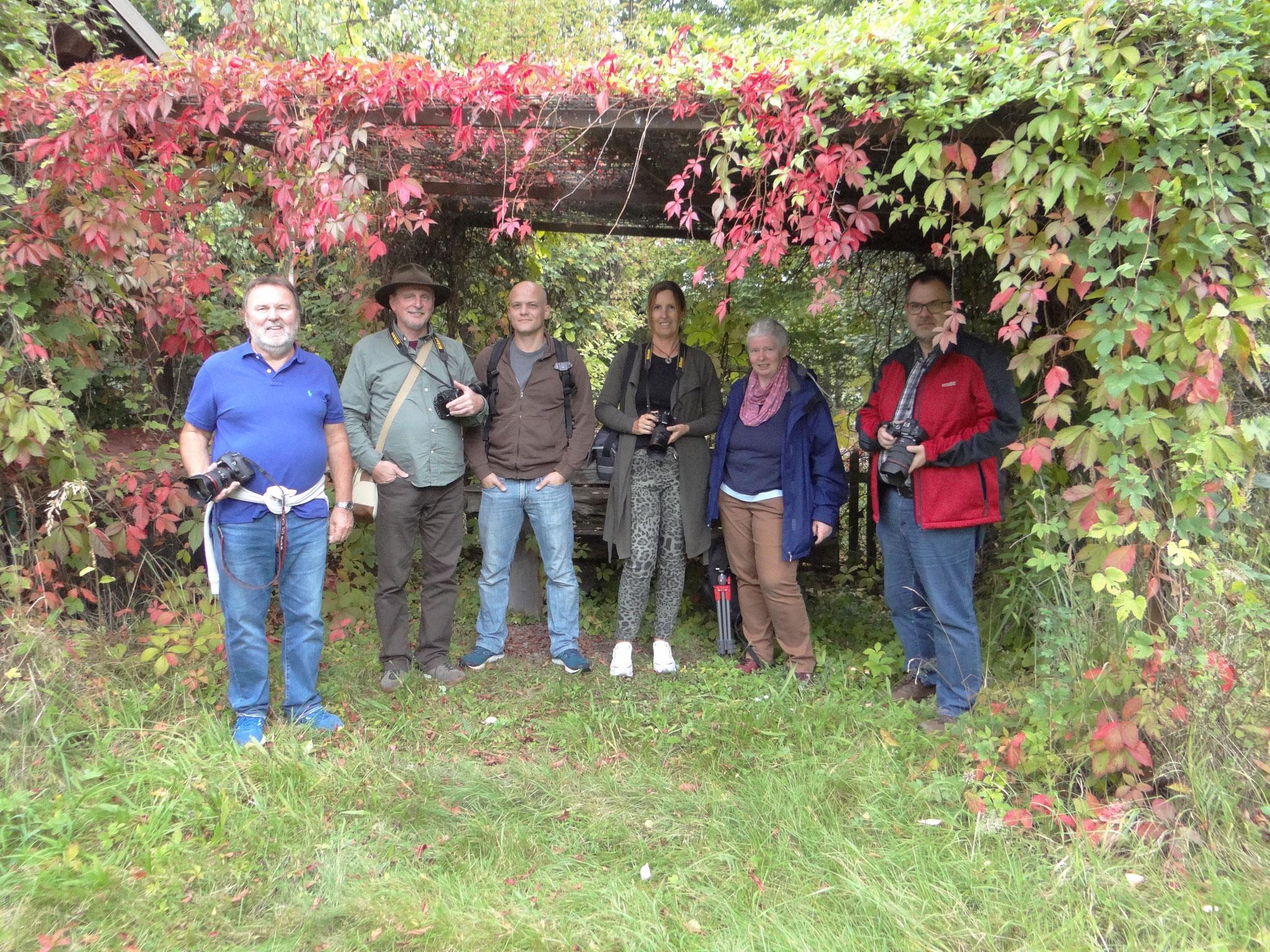 Die Teilnehmer:innen waren begeistert vom Fotoworkshop mit Klaus Heller (Links)