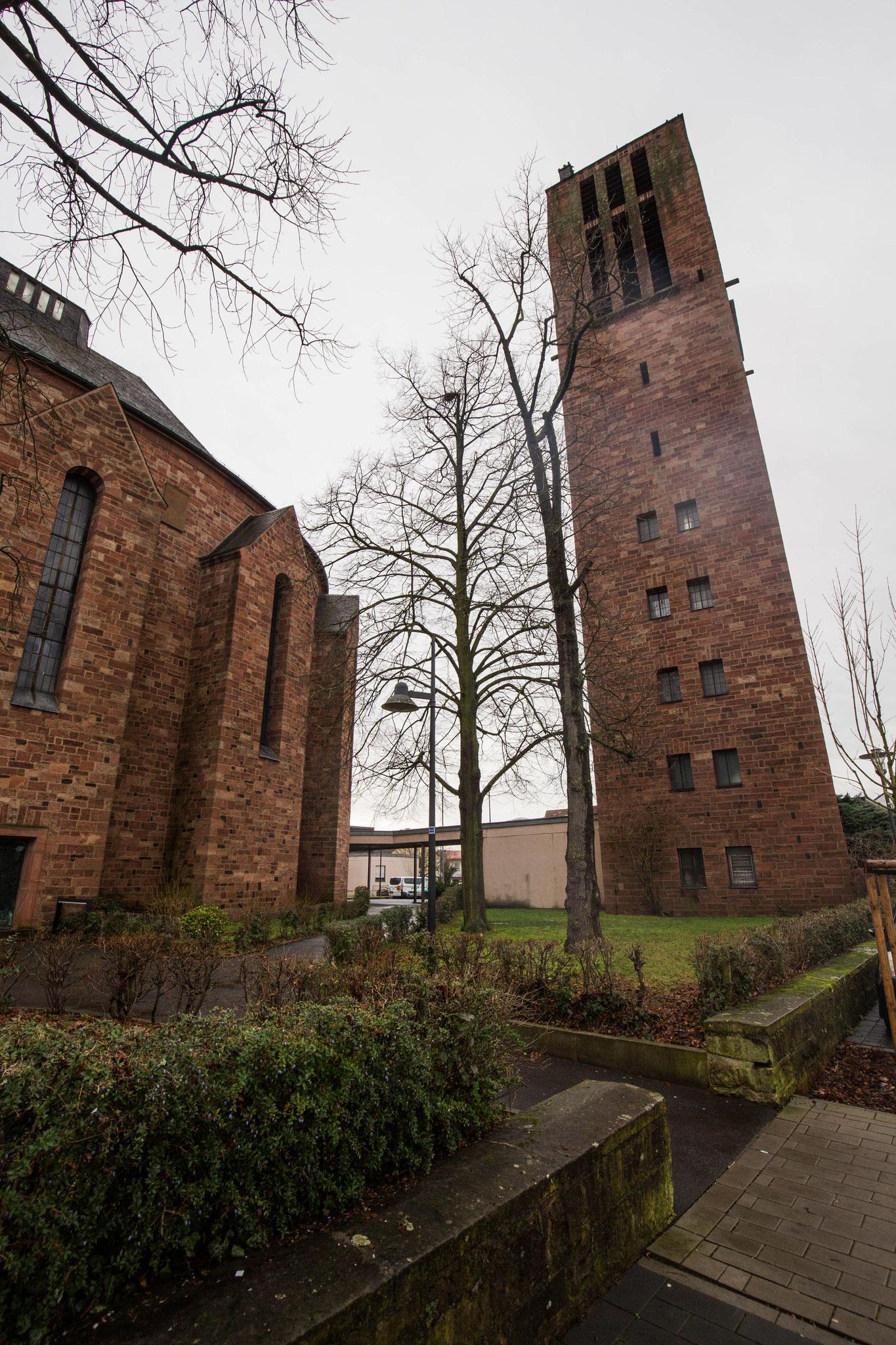 Er befindet sich im Glockenturm in Stockstadt